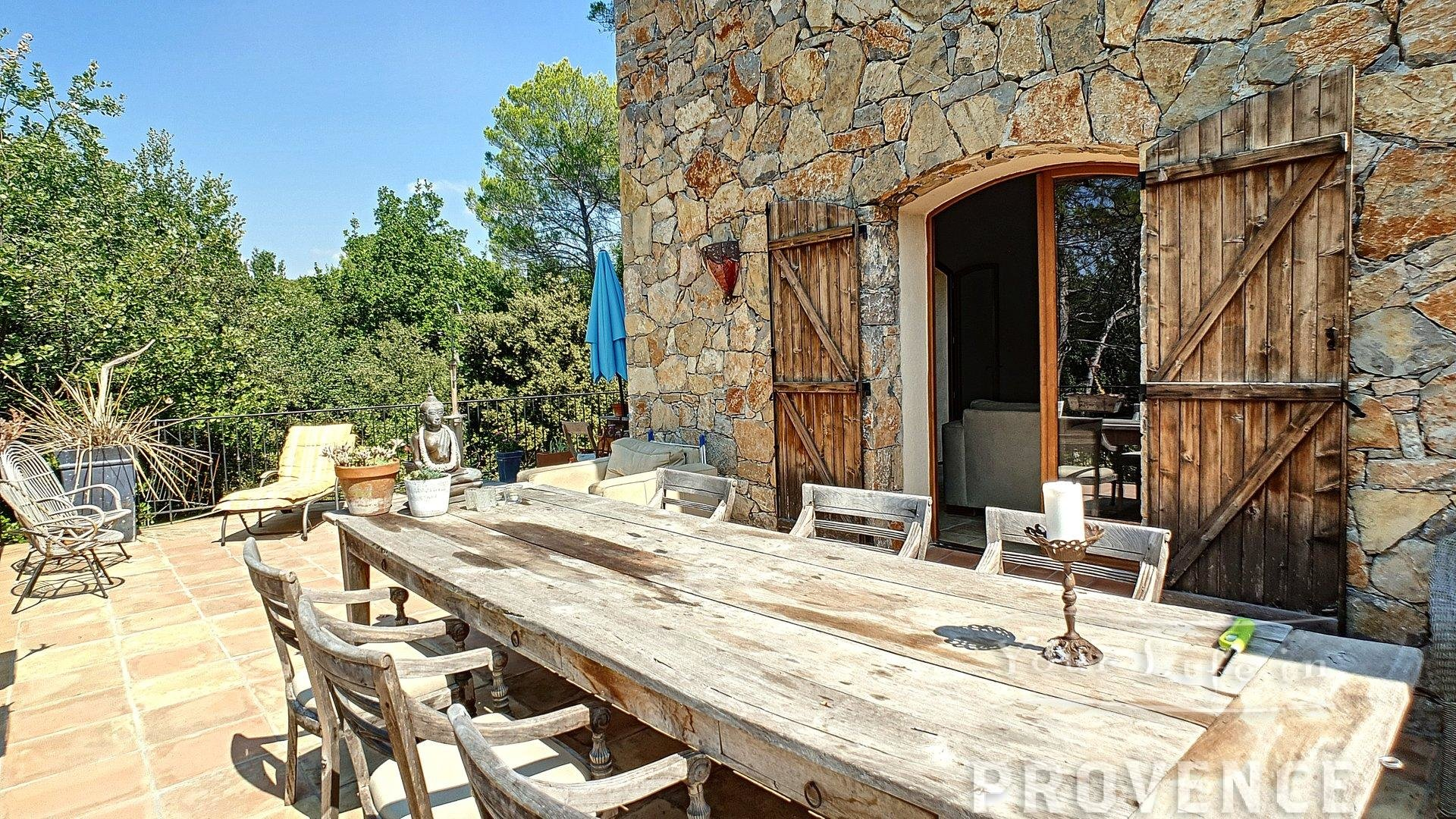 Spaciously designed beautiful villa with unobstructed views over the Massif des Maures