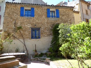 Very charming 2 bedroom renovated village house with garden Correns