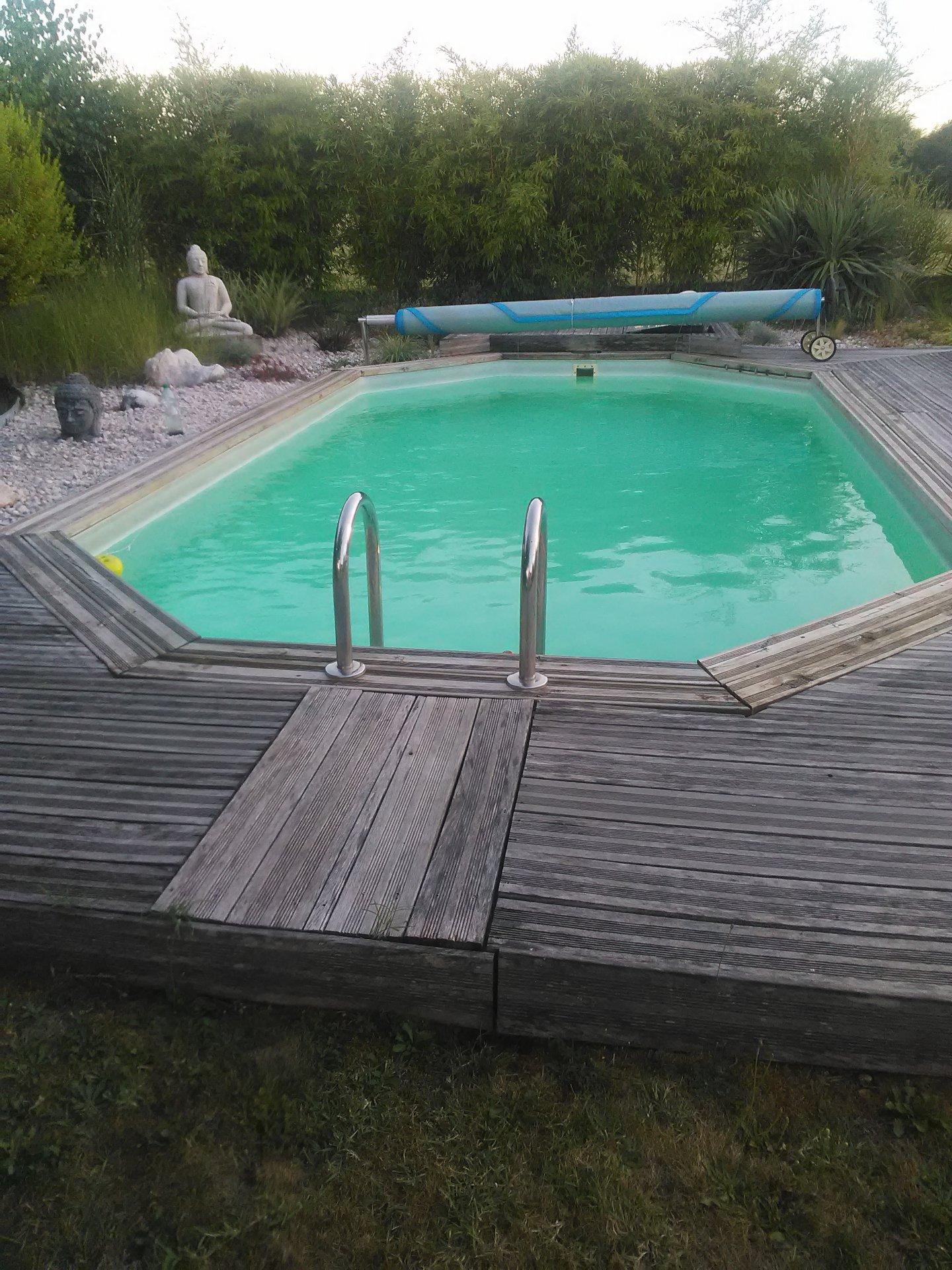 Villa de plain-pied avec piscine, très bien entretenue