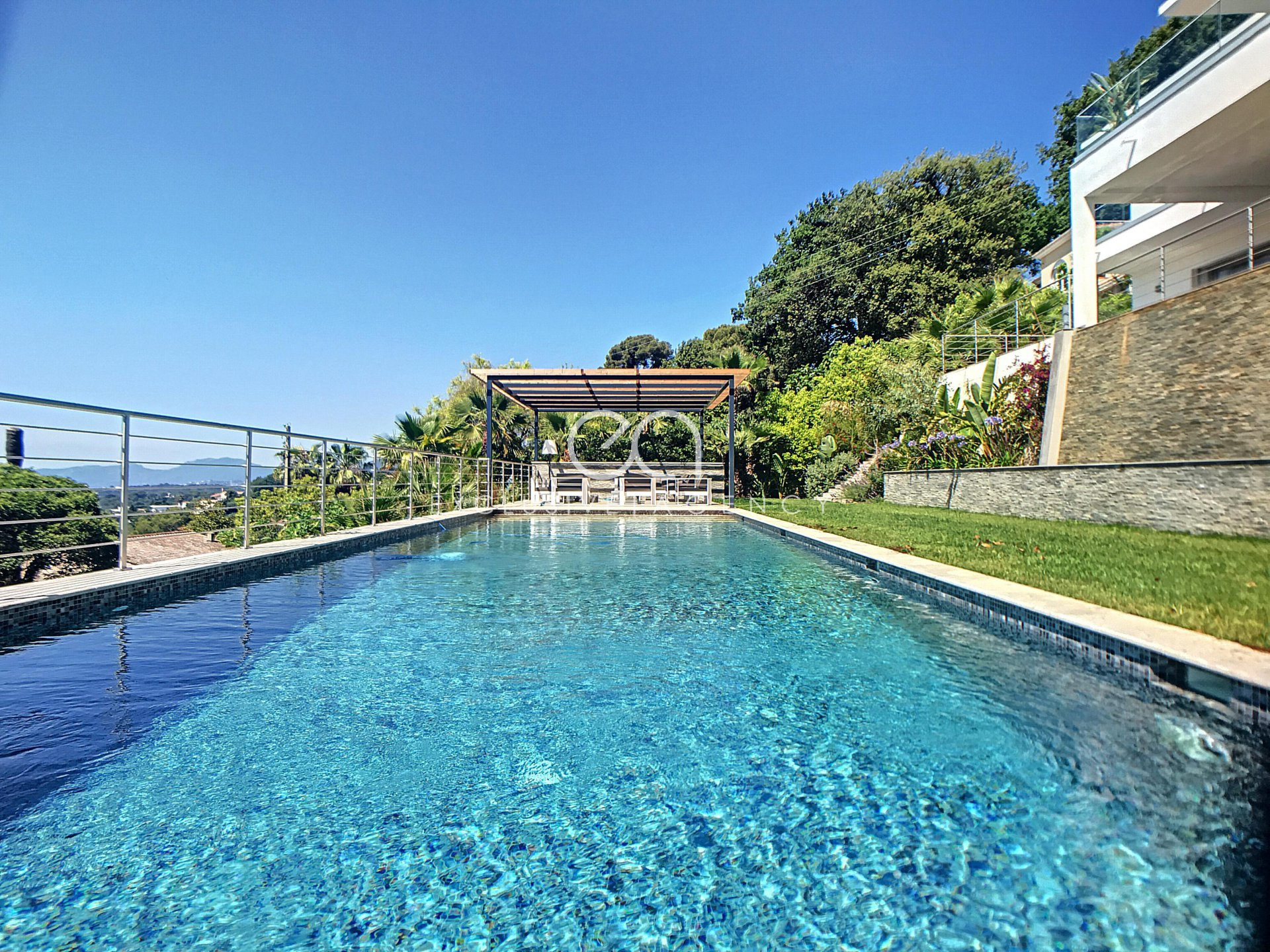 Mougins - villa of 390 sqm-plot of 1700 sqm with swimming pool