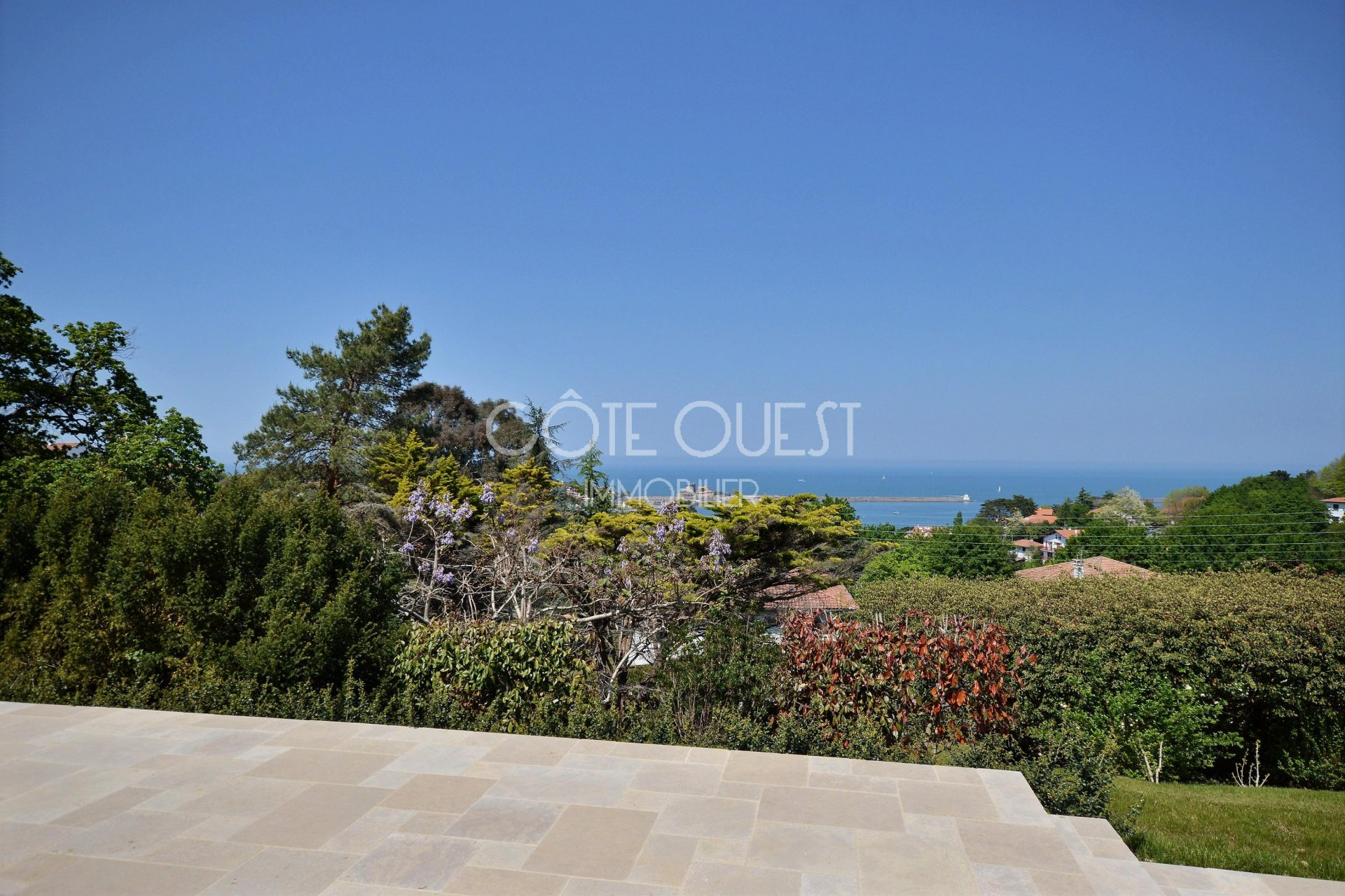 CIBOURE – A 280 SQM VILLA ENJOYING AN OCEAN VIEW