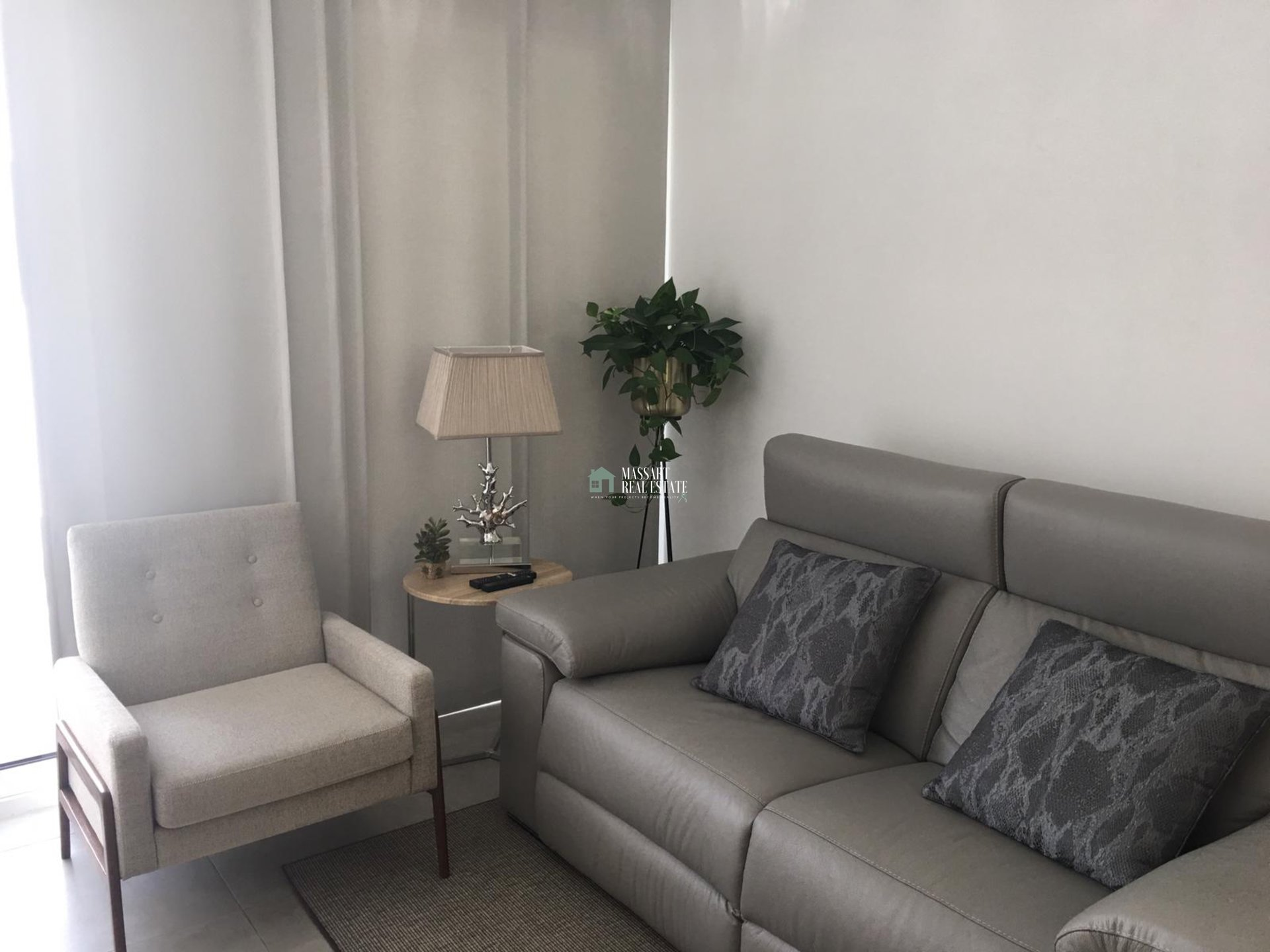 For rent in the prestigious residential complex El Tesoro (Galeón, Adeje), fully furnished apartment with modern and quality furniture.