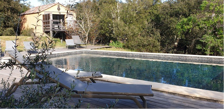 Charming contemporary house,Correns bio village, 4 bedrooms, + guesthouse heated swimmingpool.