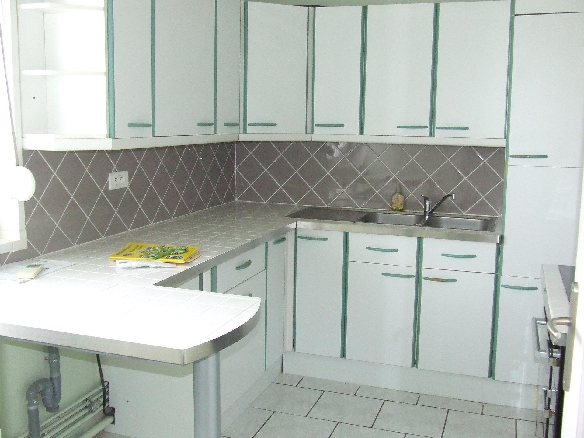 appartement centre ville en parfait état proposant séjour,cuisine,équipée ,chambre ,salle d'eau, toilettes ,balcon