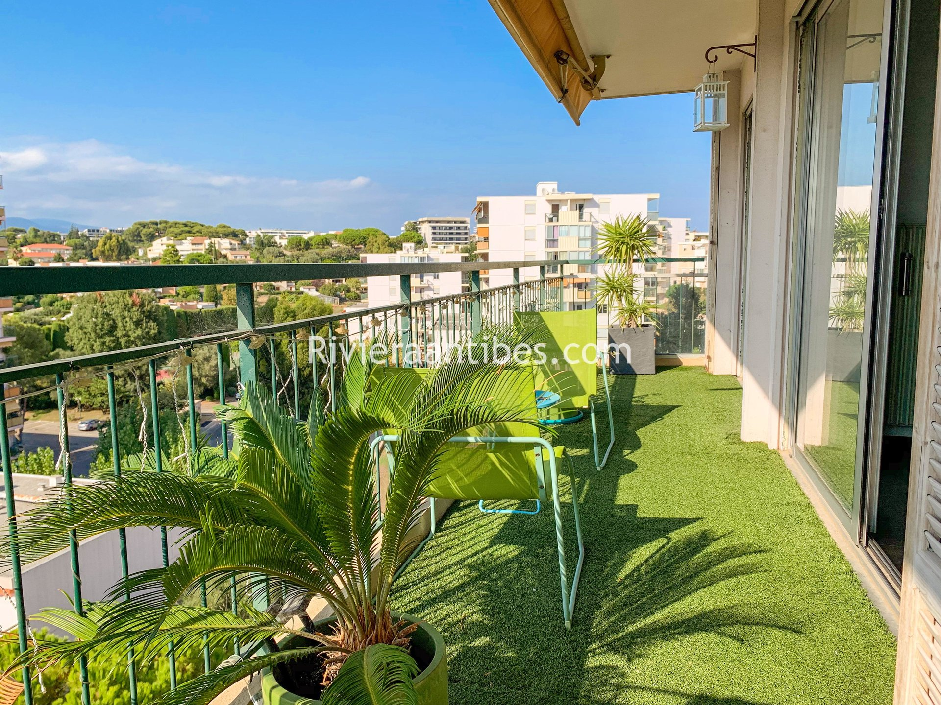 4 rooms apartment 85 m² for sale Antibes Fontmerle