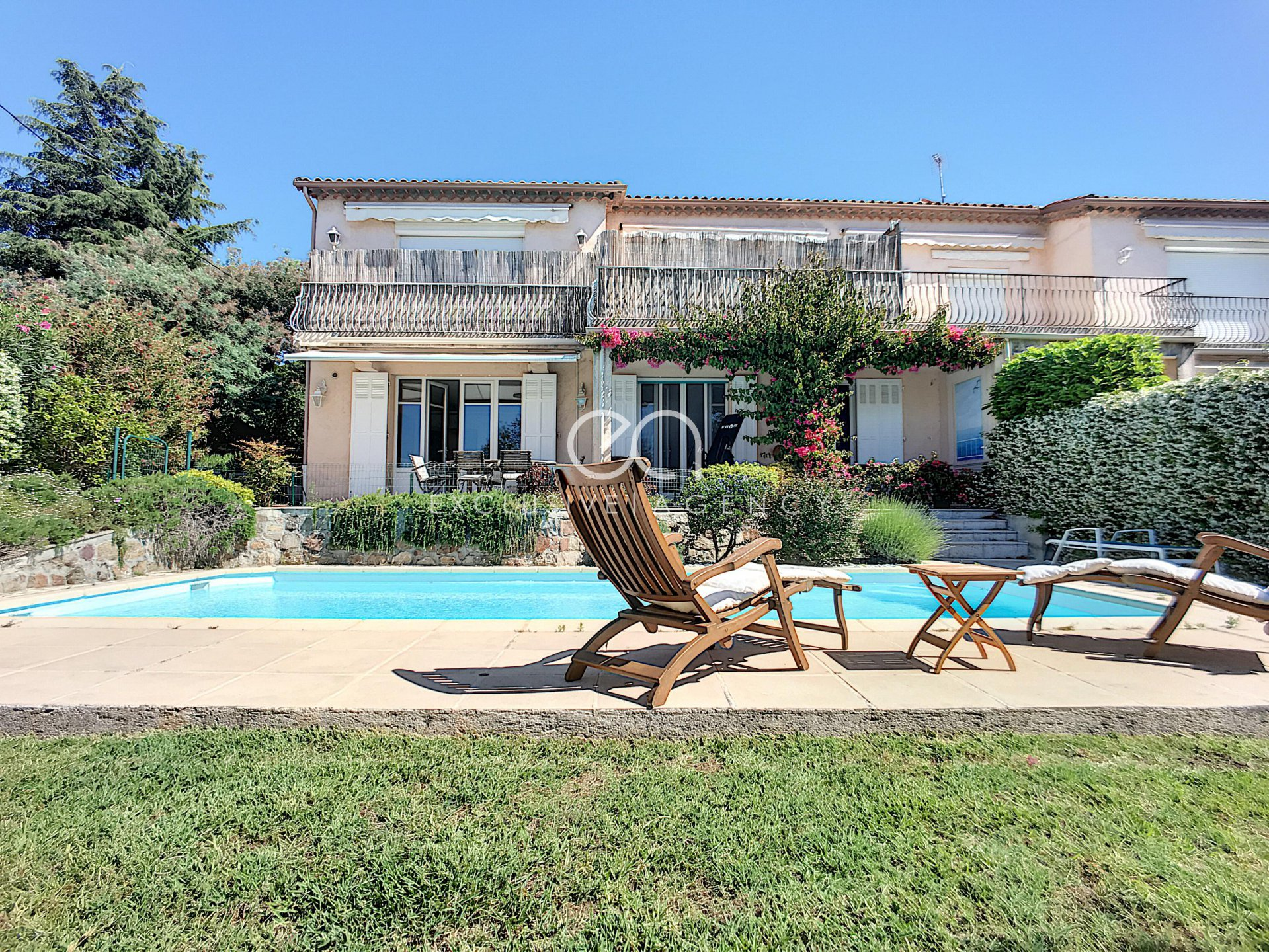 Cannes Bas Croix des Gardes - 3 Bedrooms apartment of 130m with garden and swimming pool