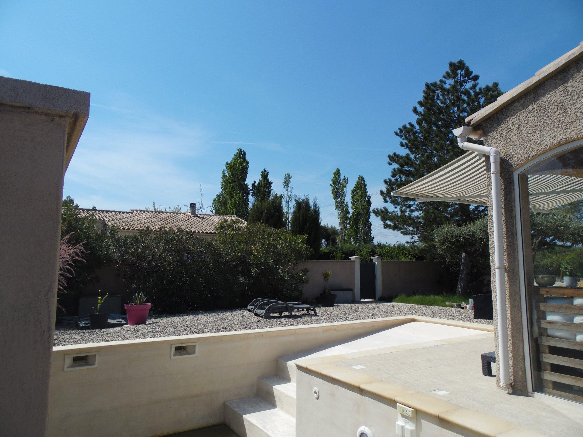 30650 ROCHEFORT DU GARD Villa plain pied avec piscine