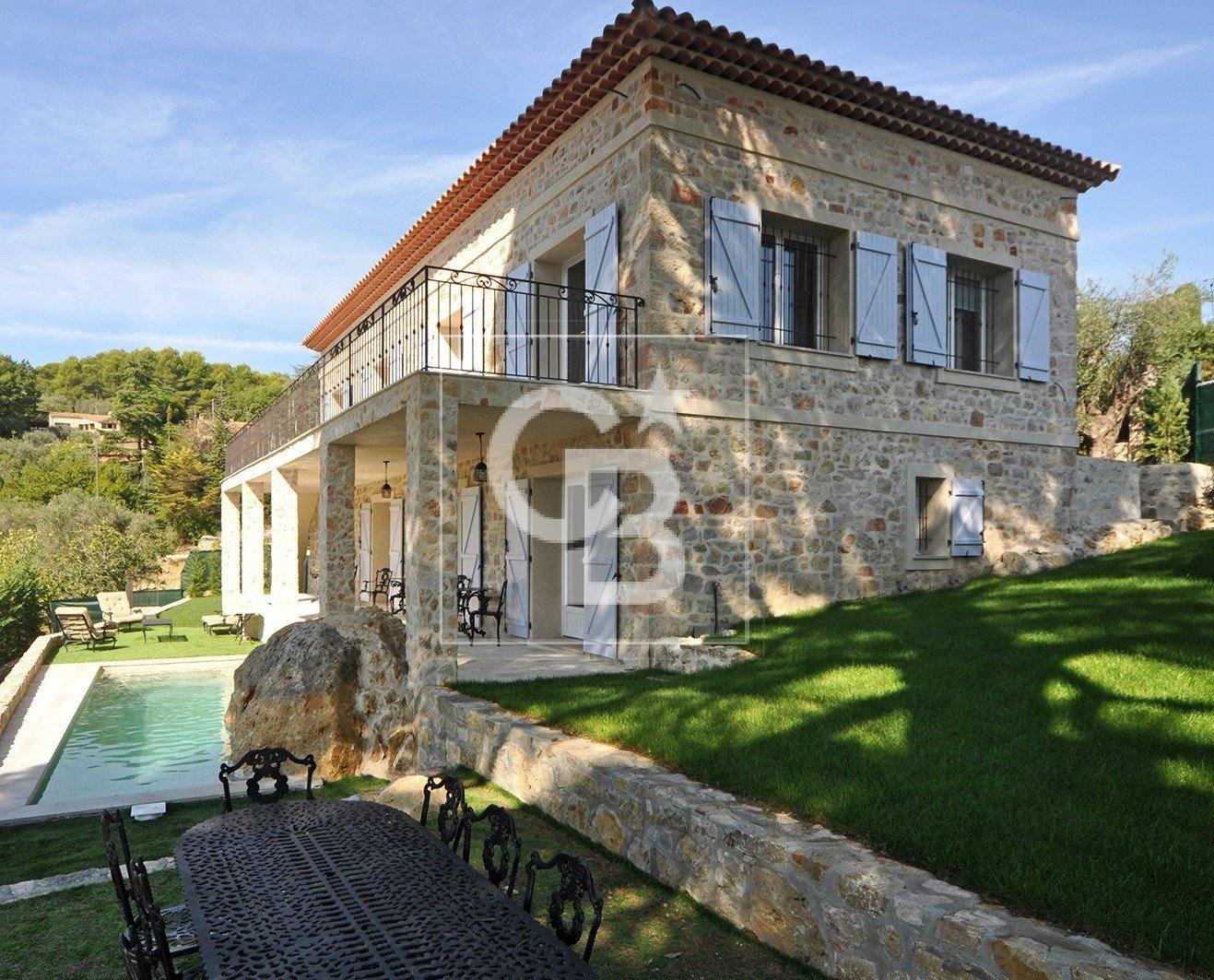 Nice stone house located in a domaine
