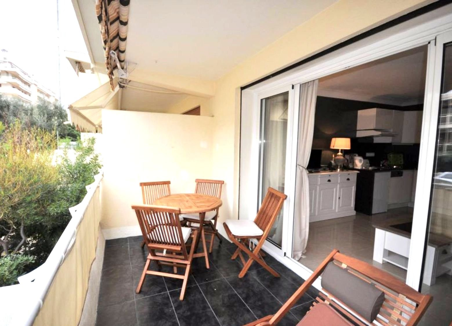CANNES PALM BEACH 1-BEDROOM APARTMENT