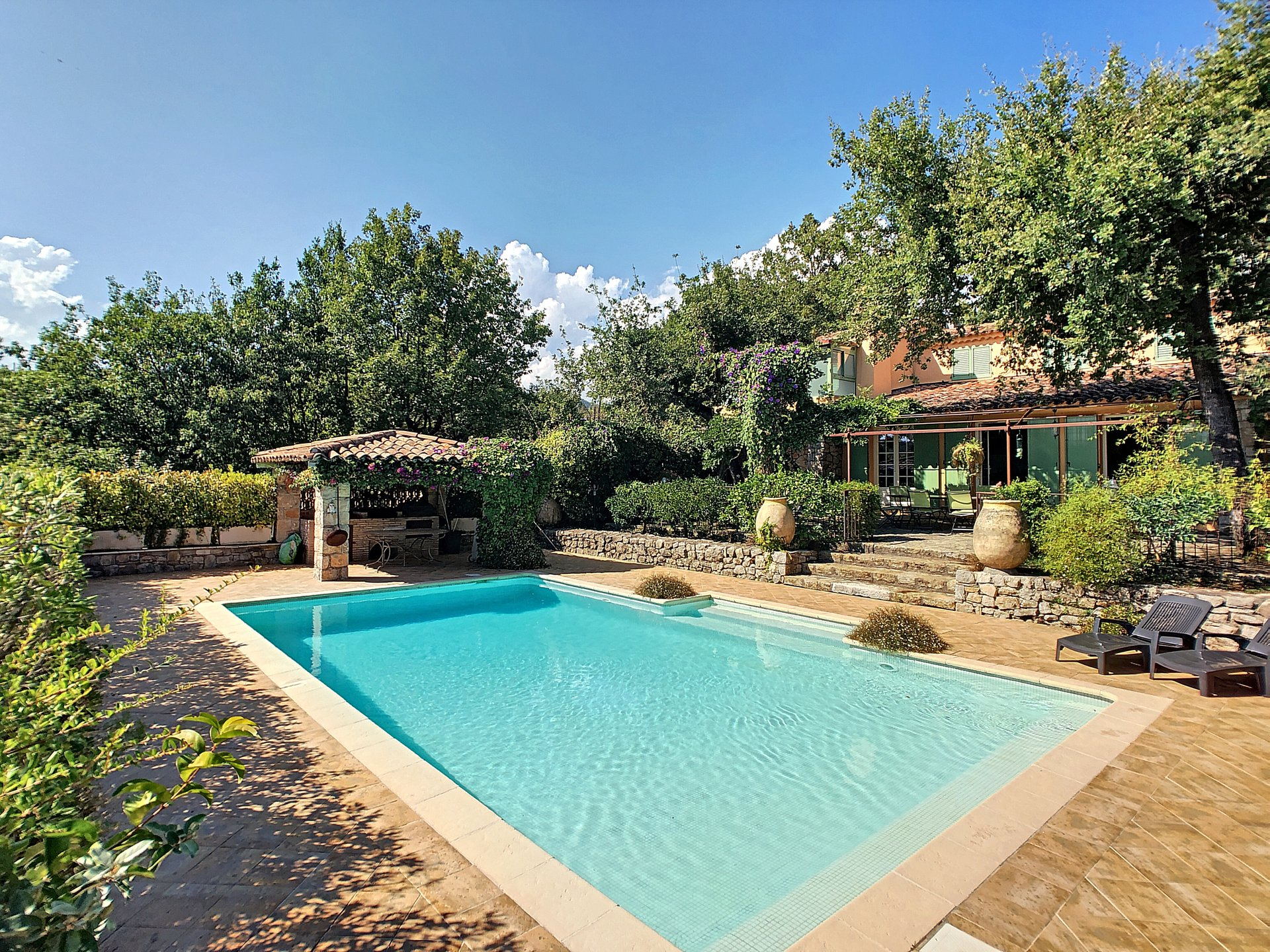 Lovely provencal villa idealy located