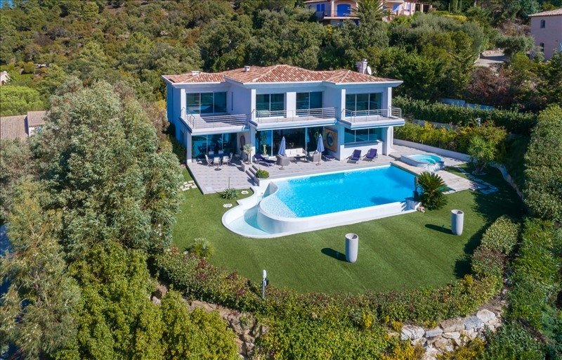 SEA VIEW CONTEMPORARY VILLA  CLOSE TO THE GULF OF SAINT TROPEZ