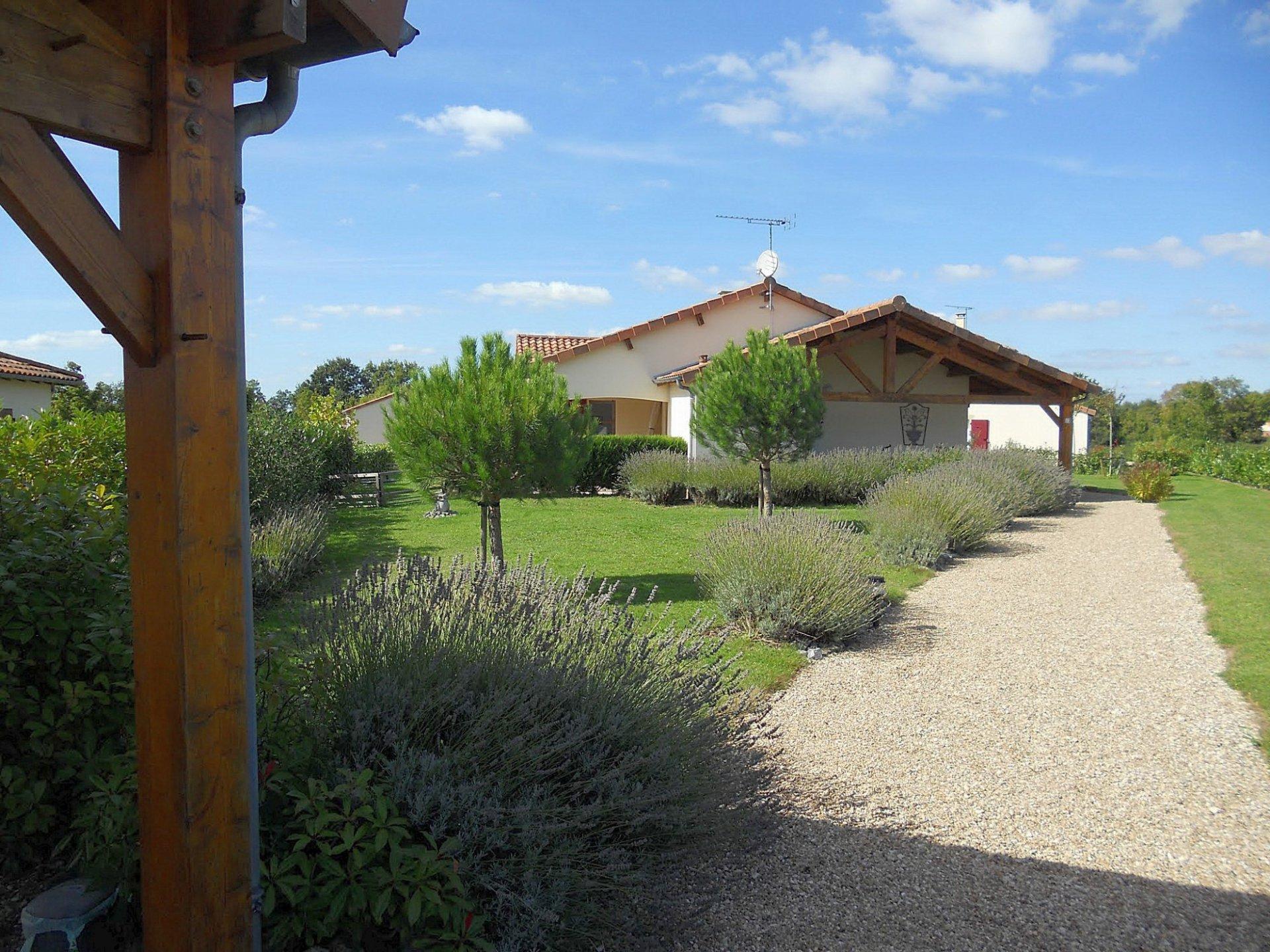 Deux-Sevres 79, golf Les Forges: recent huis met terrassen