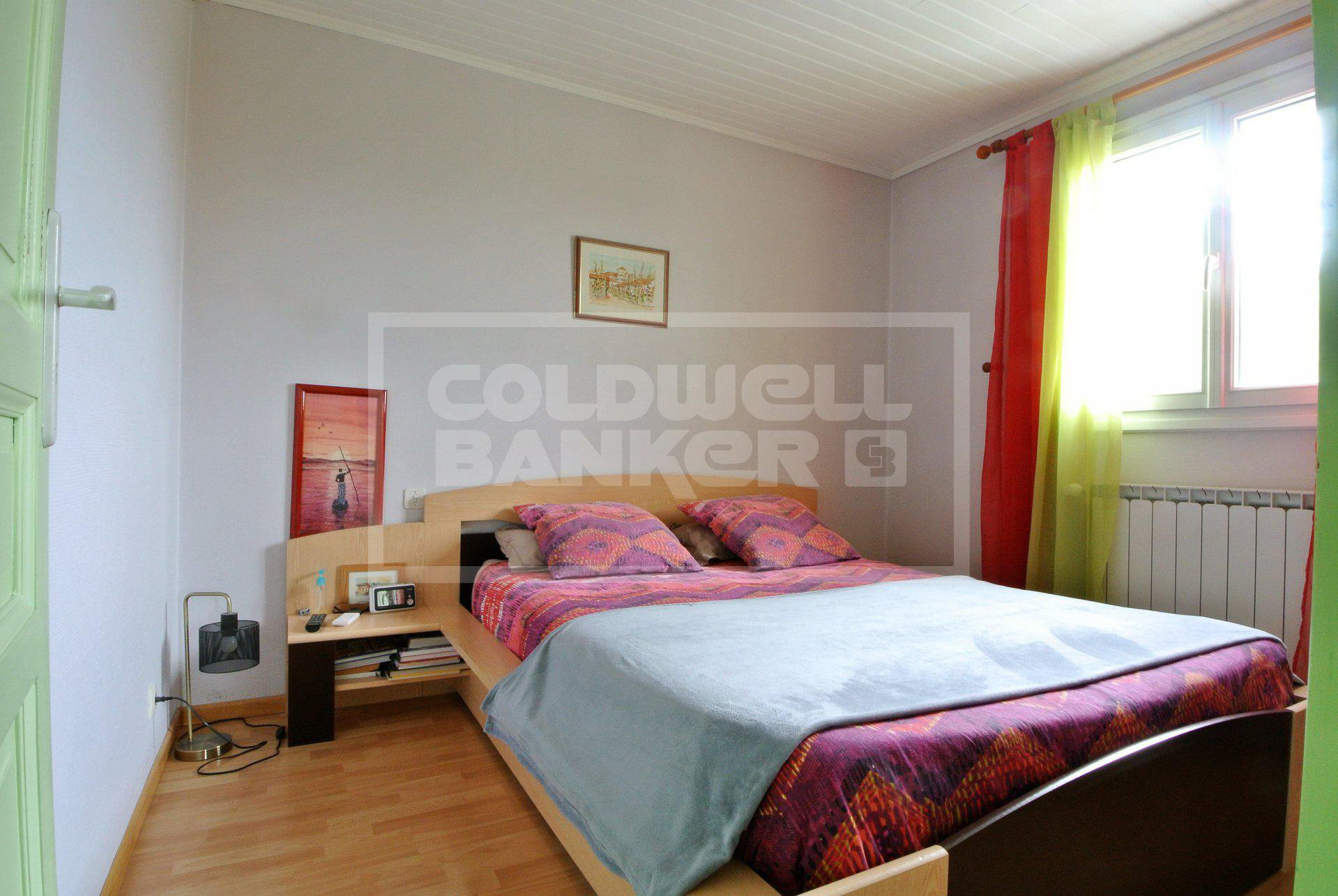 90 sqm Stone HOUSE on basement and annex for Sale in Meschers