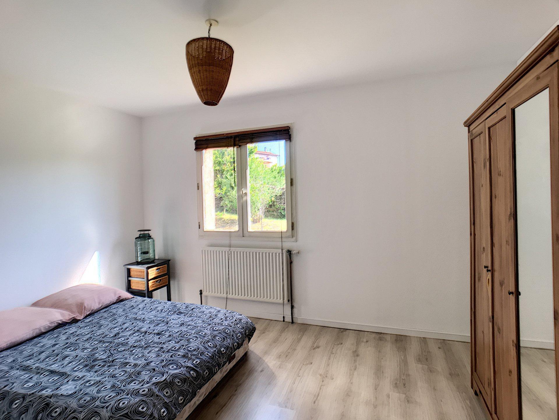 Villa récente, Génilac, 1800 m² de terrain plat !