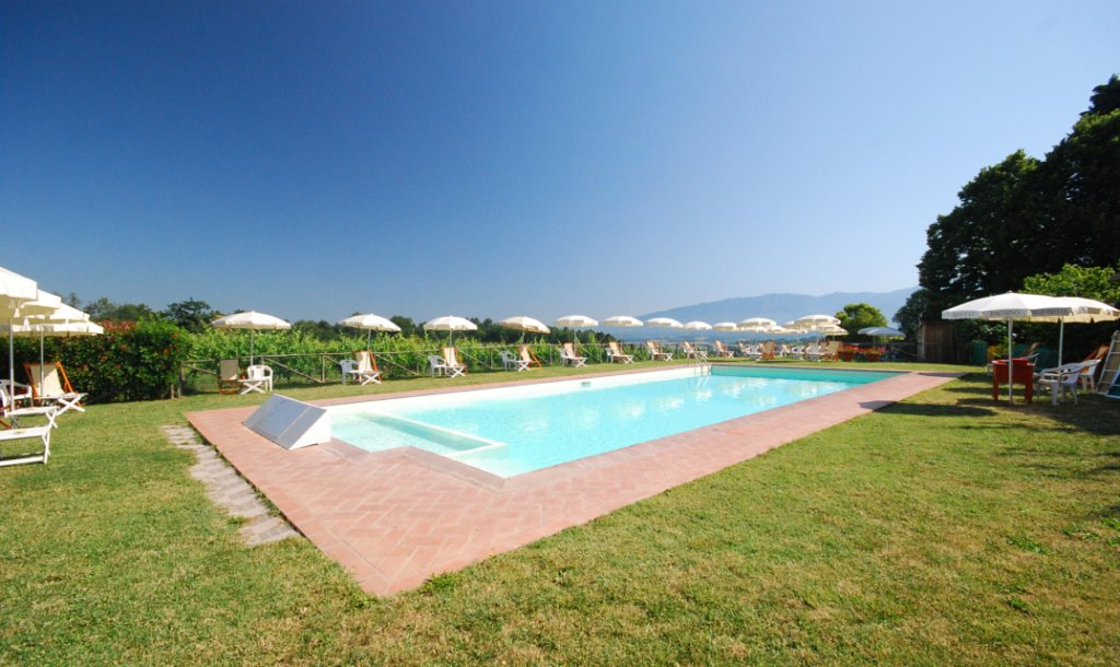 ITALY, TUSCANY, FIRENZE, APARTMENT IN OLD FARMHOUSE WITH POOL, 6 PERSONS