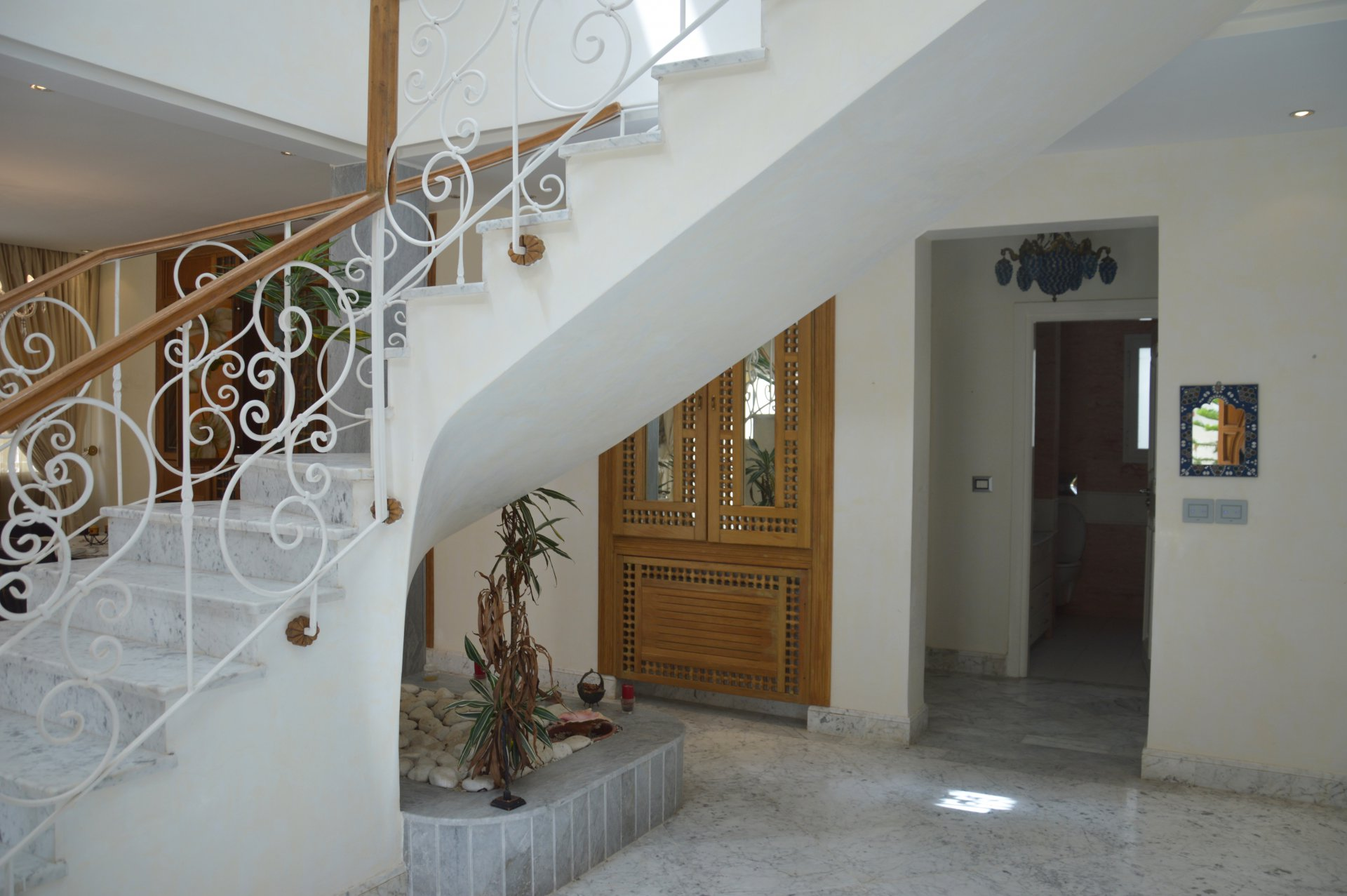 Rent a villa in the tourist area of Gammarth (with pool)
