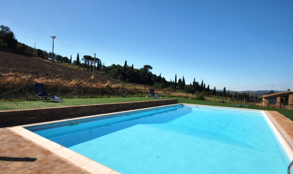 ITALY, TUSCANY, SIENA, APARTMENT IN  VILLA, WITH POOL, 6 PERSONS