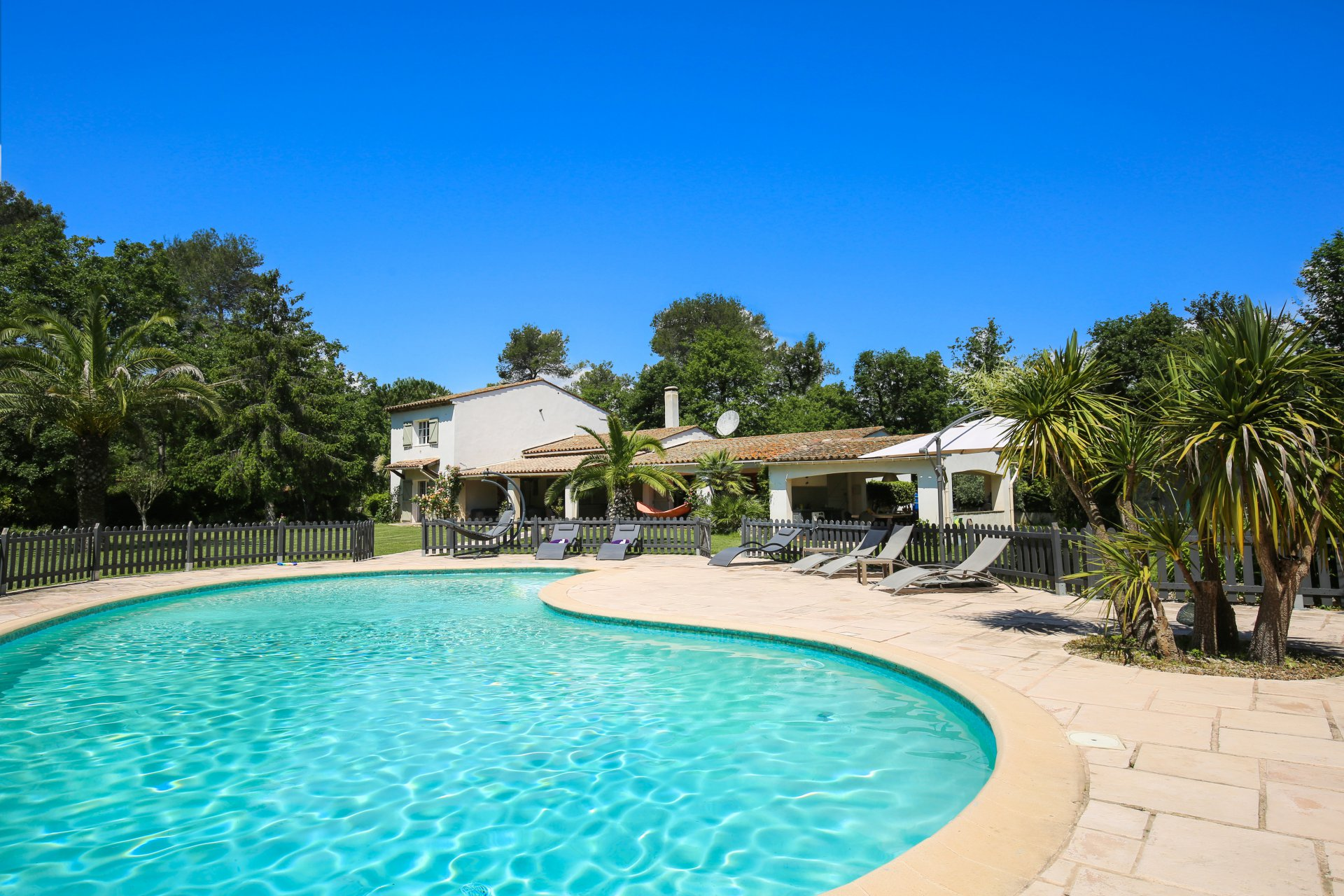 Valbonne : Stunning villa with outdoor playground