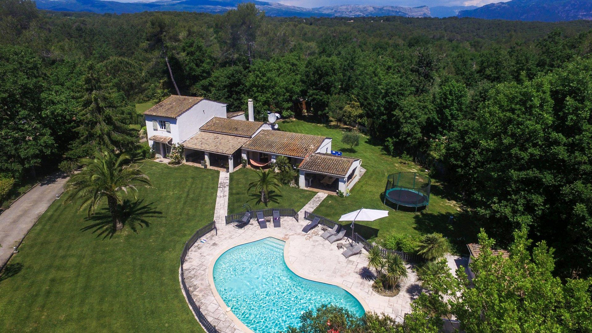 Belle villa familiale de style provençal