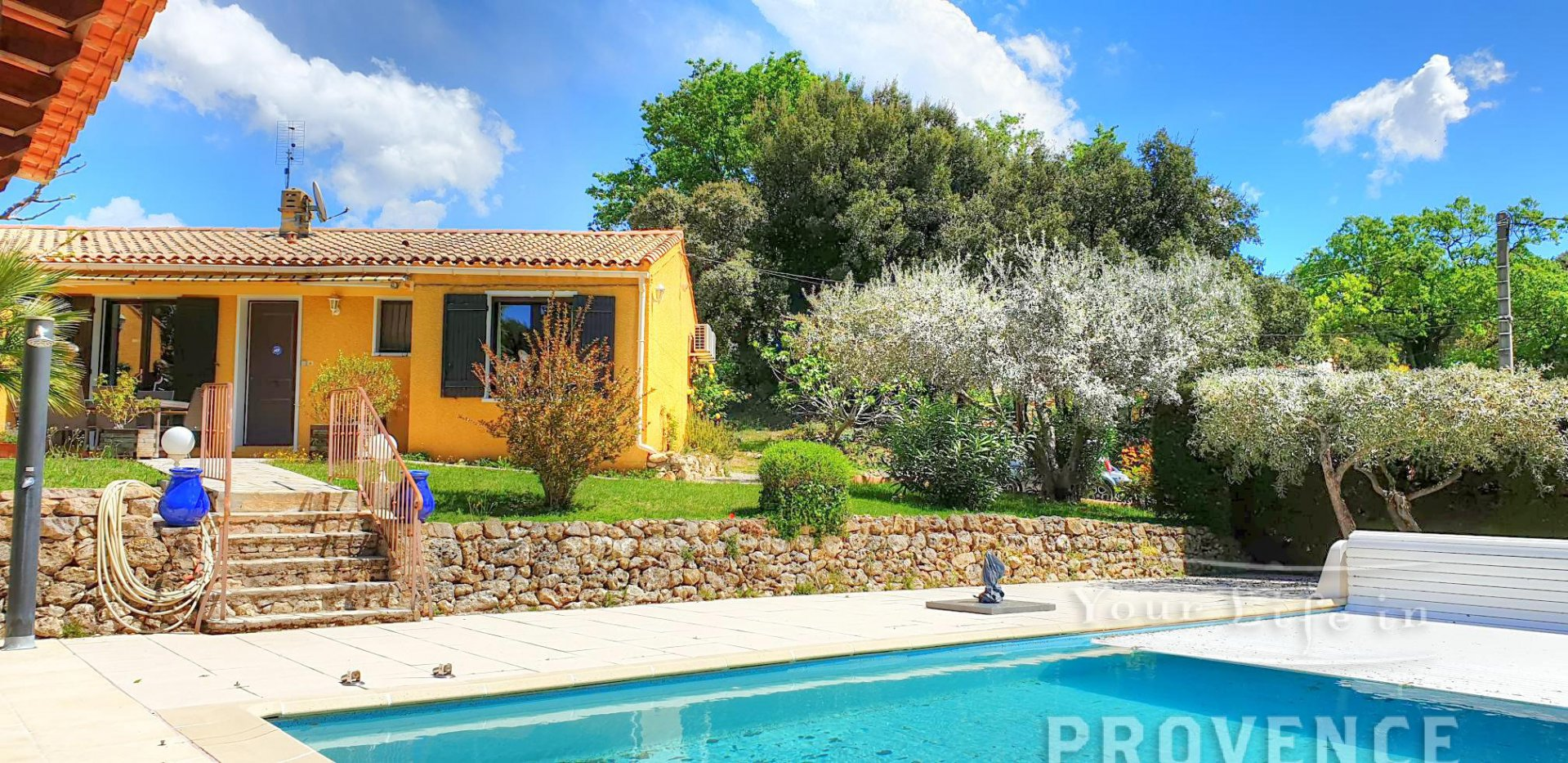 Walking distance to the village with pool