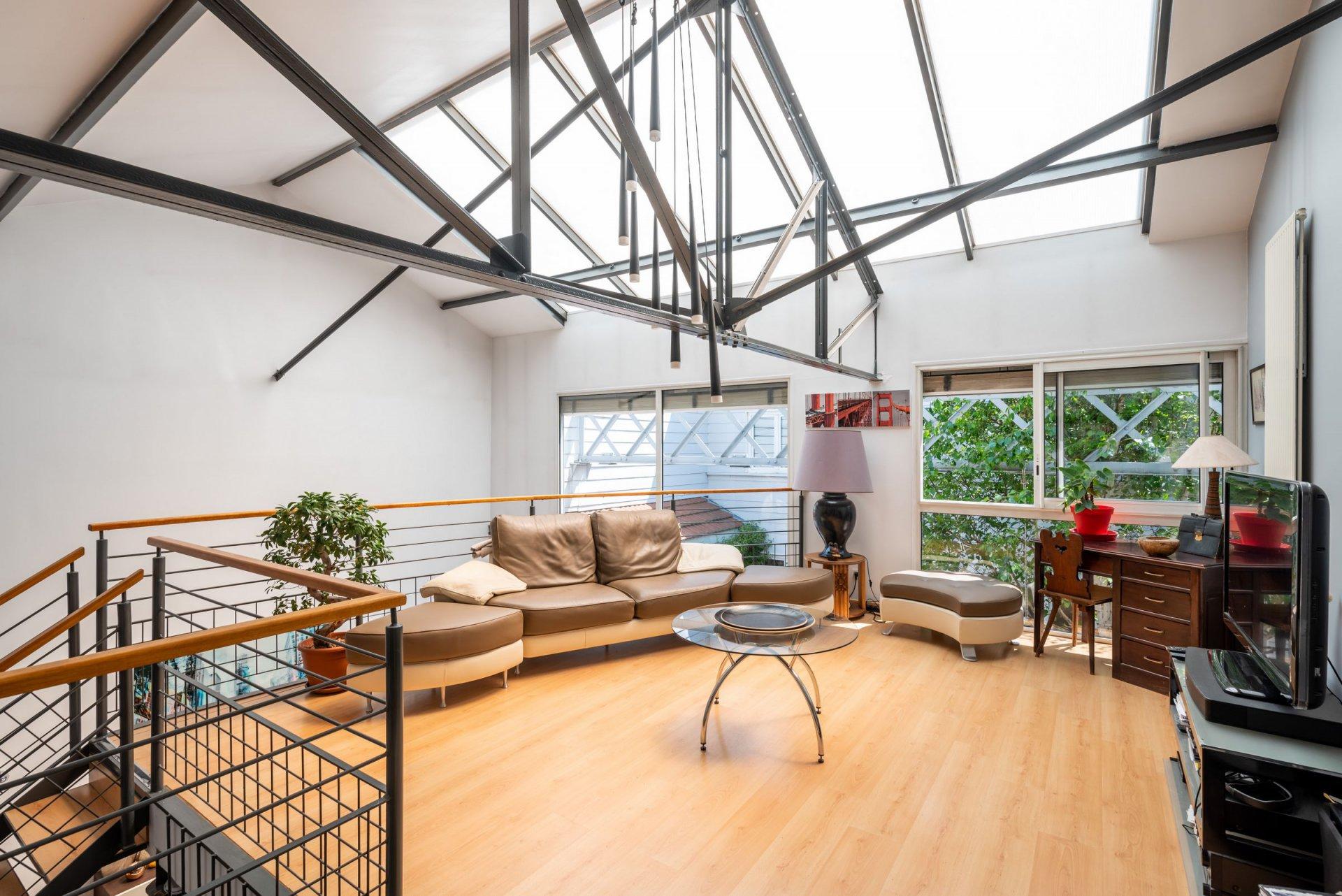 RARE Loft duplex lumineux, havre de paix totalement invisible de l'extérieur