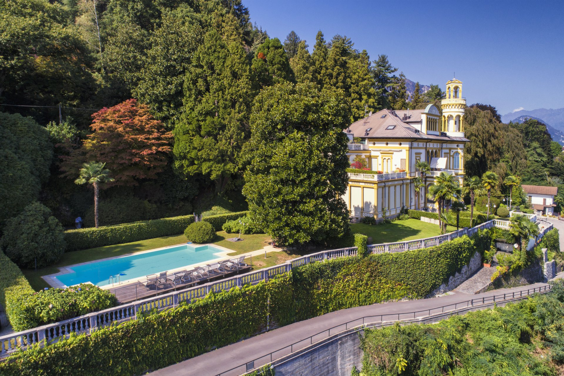 Apartment for sale in historic villa in Baveno - villa with swimming pool