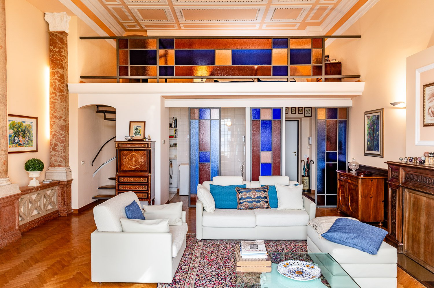 Apartment for sale in historic villa in Baveno - living room with loft