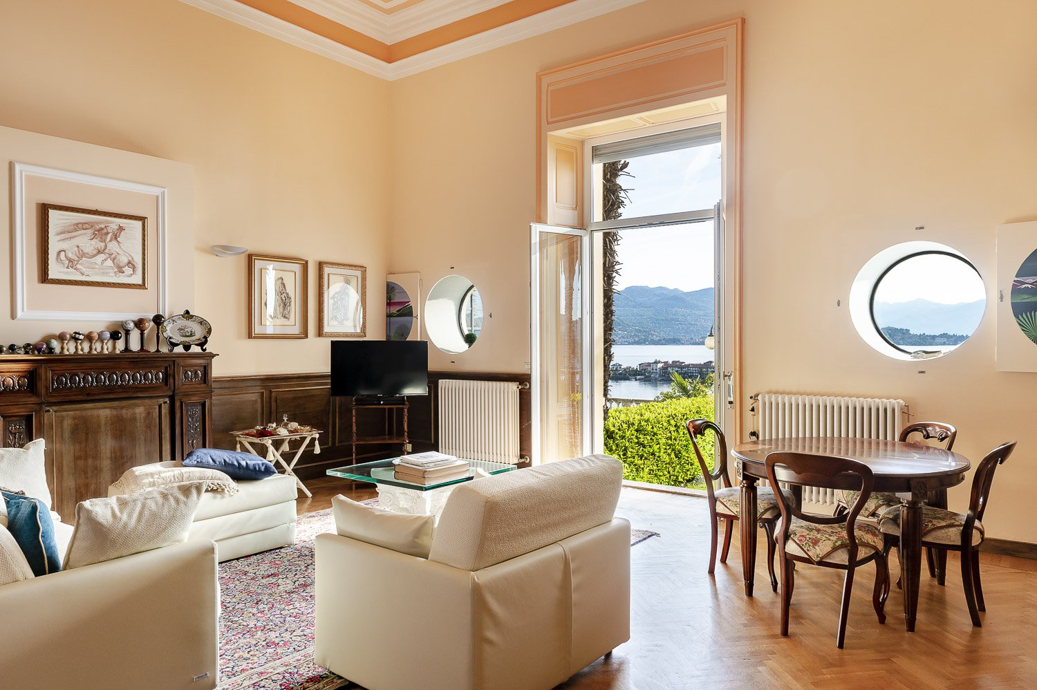 Apartment for sale in historic villa in Baveno - living room