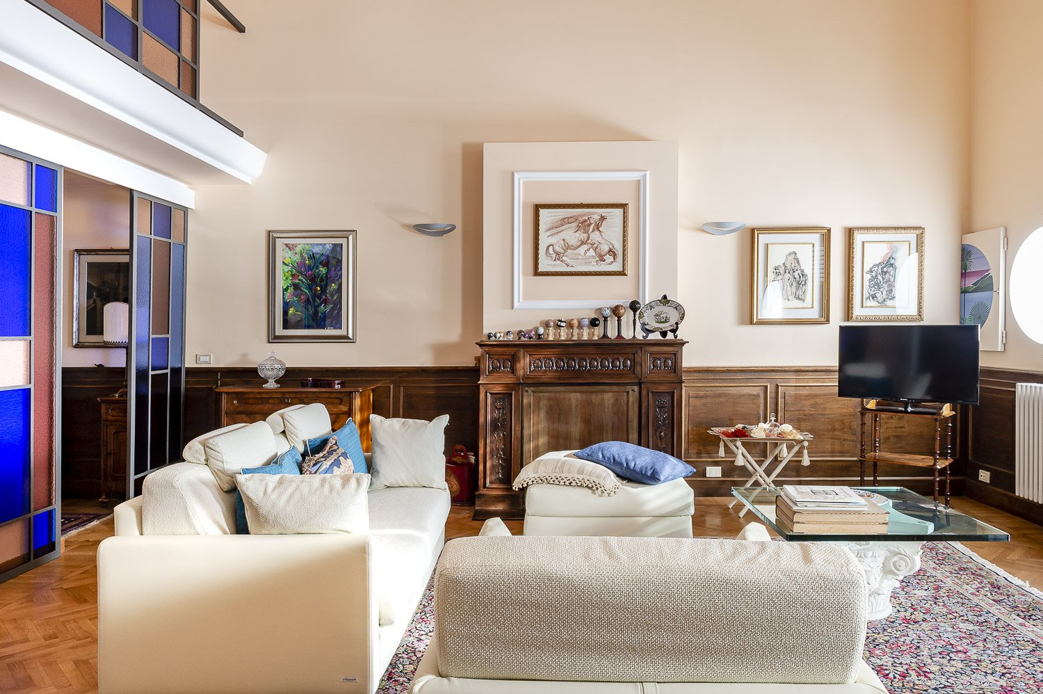 Apartment for sale in historic villa in Baveno - elegant sitting room
