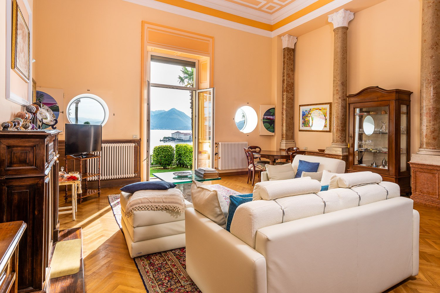 Apartment for sale in historic villa in Baveno - sitting room