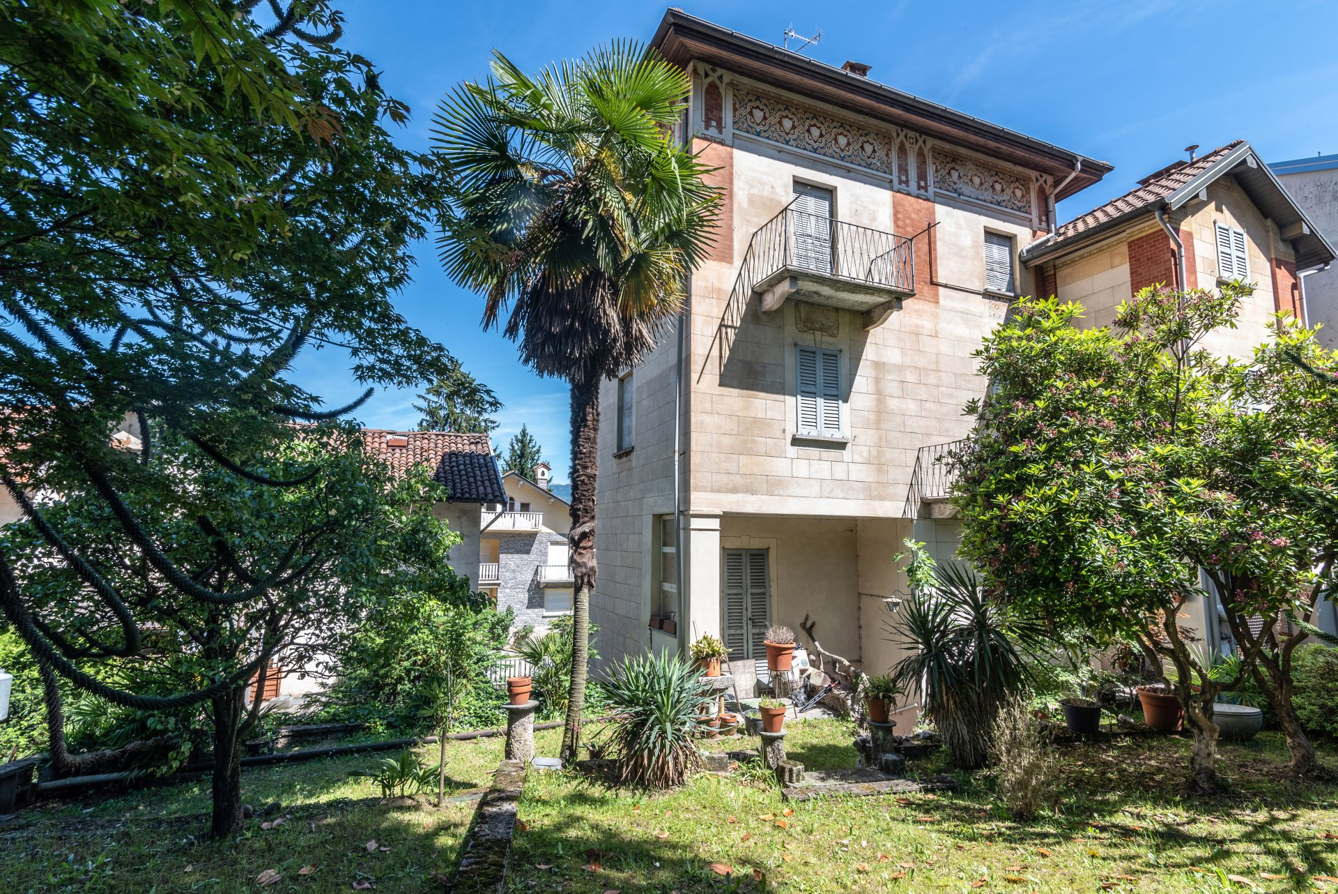Property for sale in the centre of Stresa- real estate with  garden 02