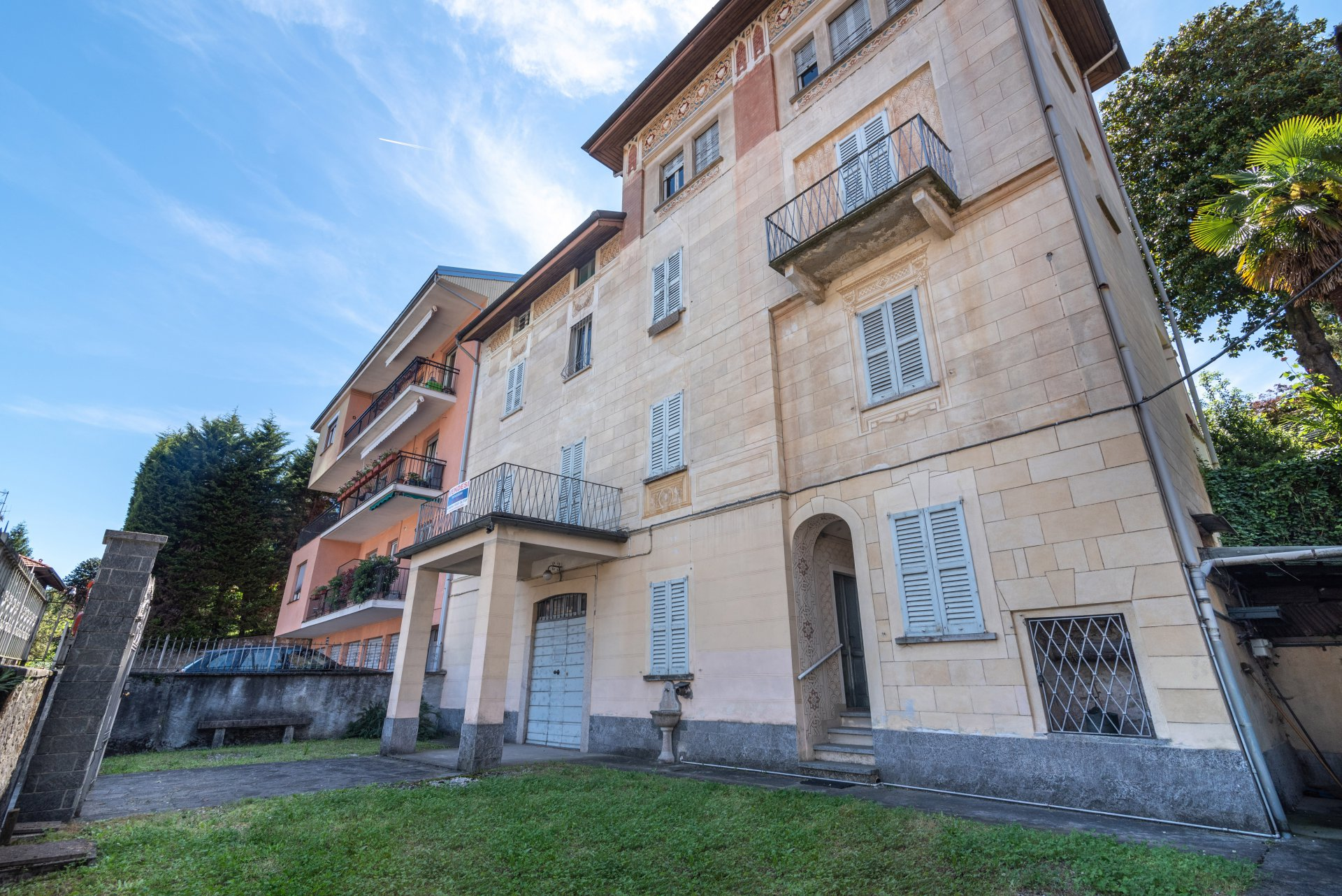 Property for sale in the centre of Stresa- real estate with garden
