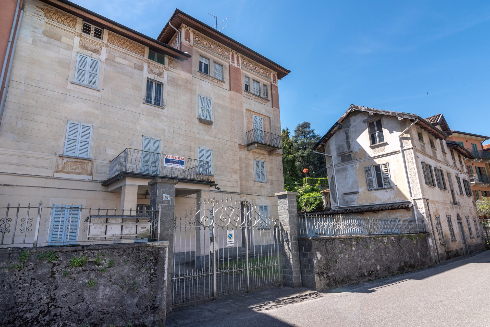 Property for sale in the centre of Stresa- entrance from the gate