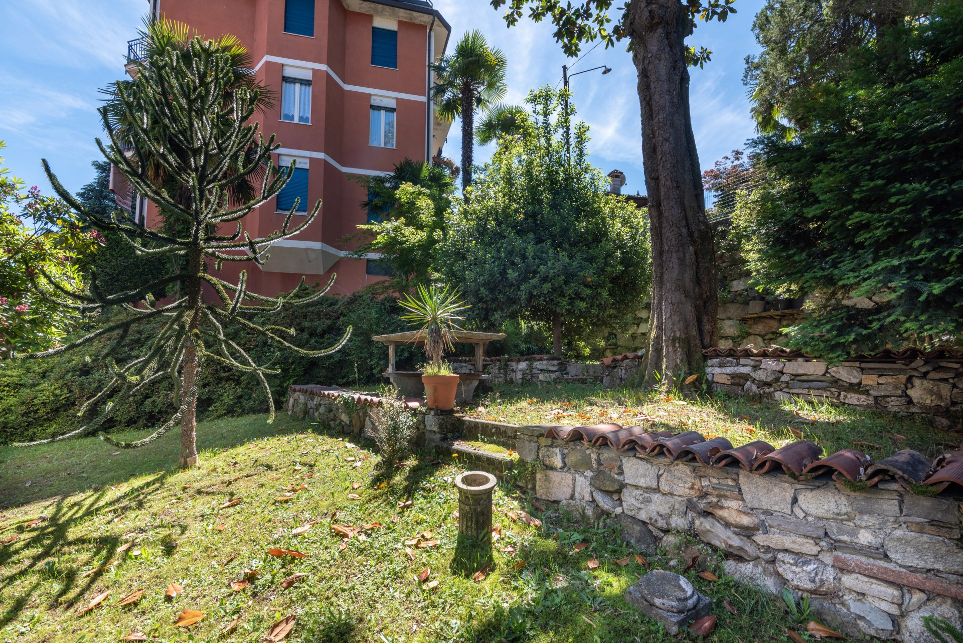 Property for sale in the centre of Stresa- side garden