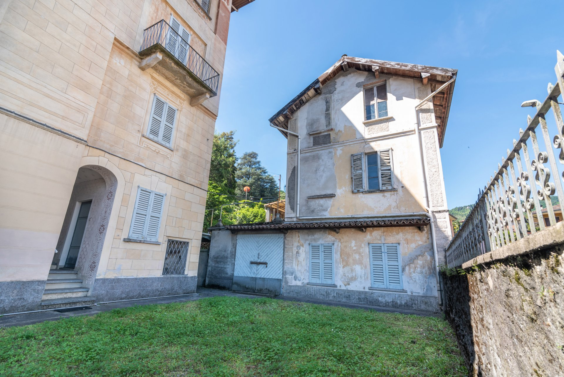 Property for sale in the centre of Stresa- little garden