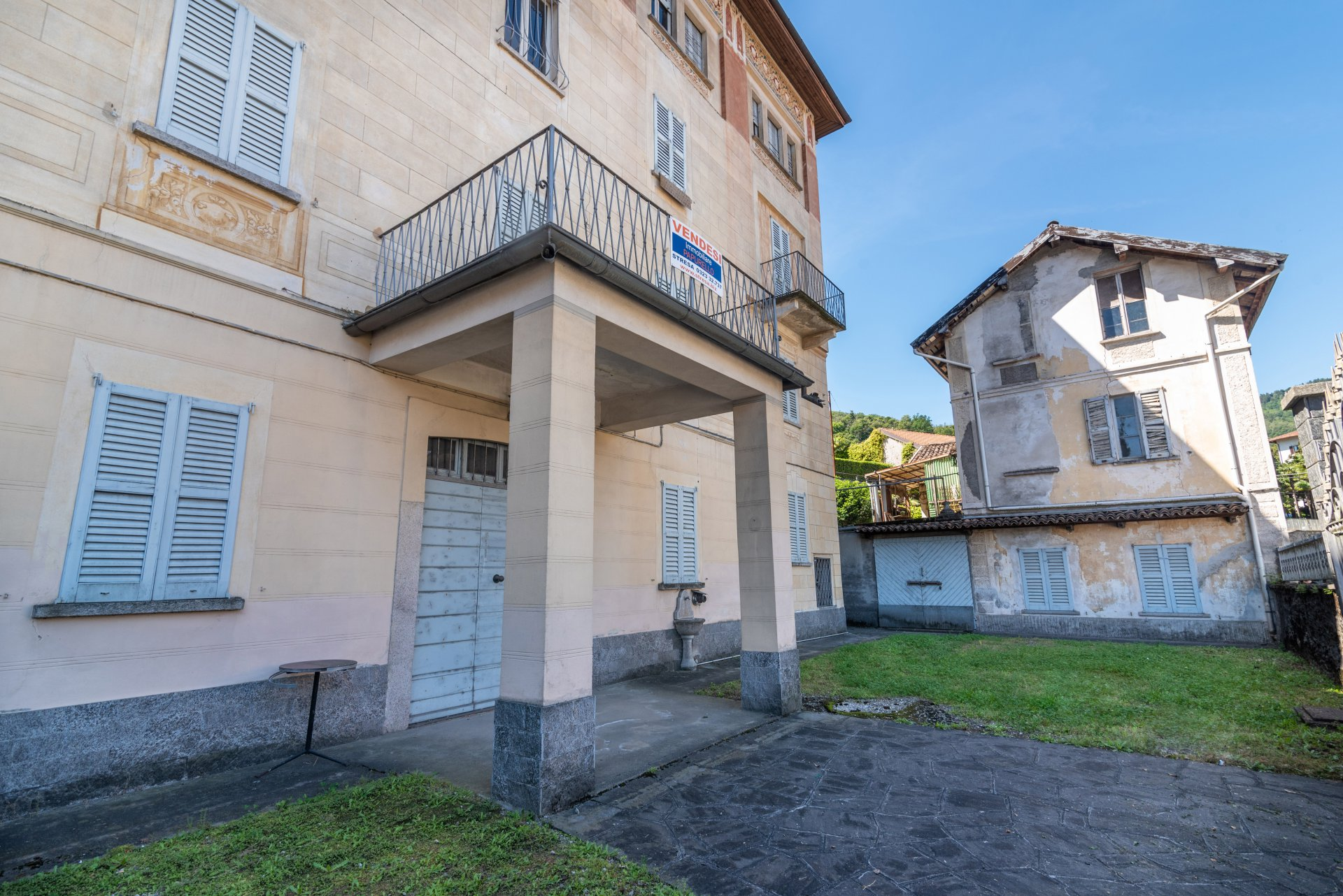 Property for sale in the centre of Stresa- inner entrance