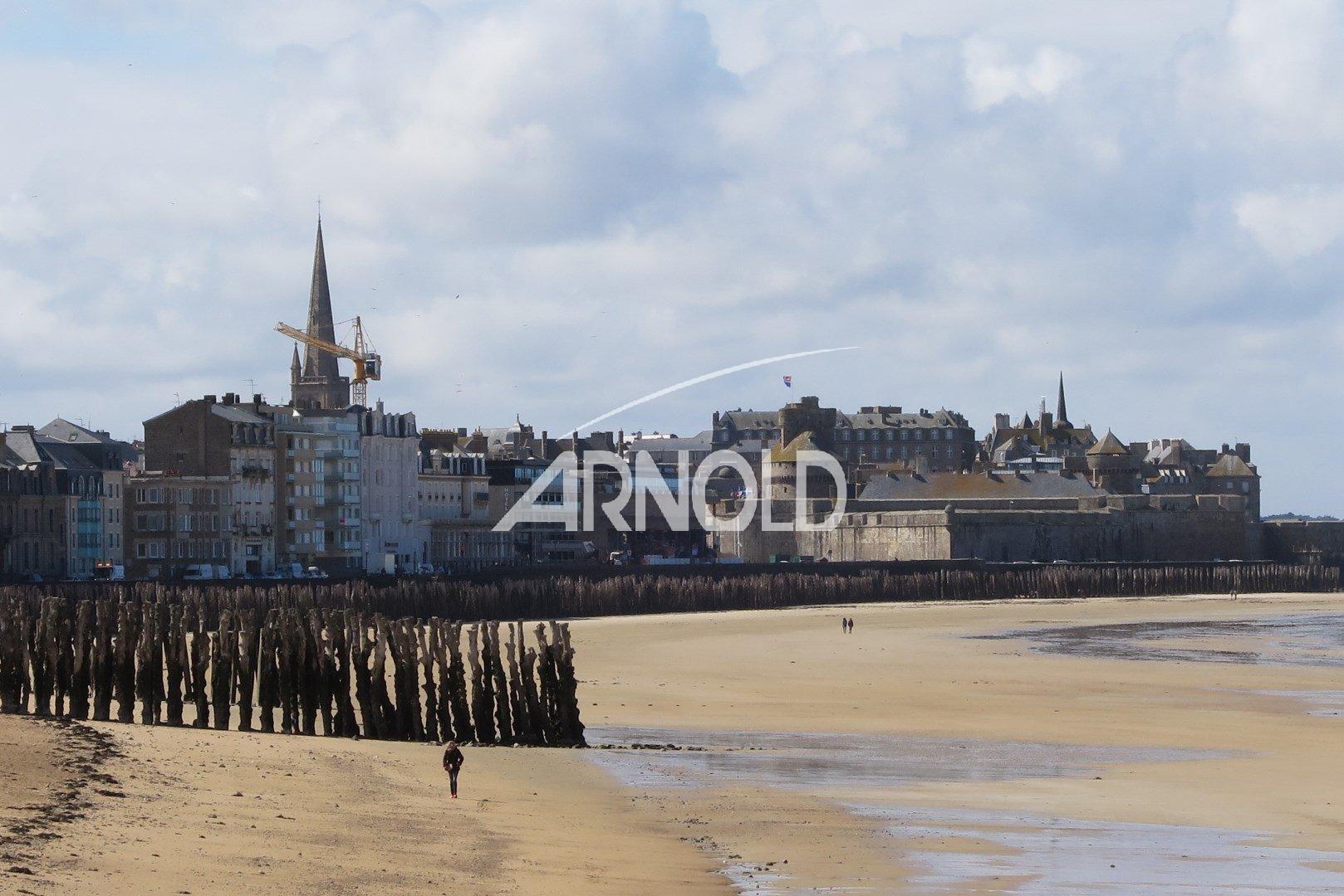 VENDUE PAR L'AGENCE- Demeure en pierres rénovée  pleine vue mer de 155 m2 à Saint Malo