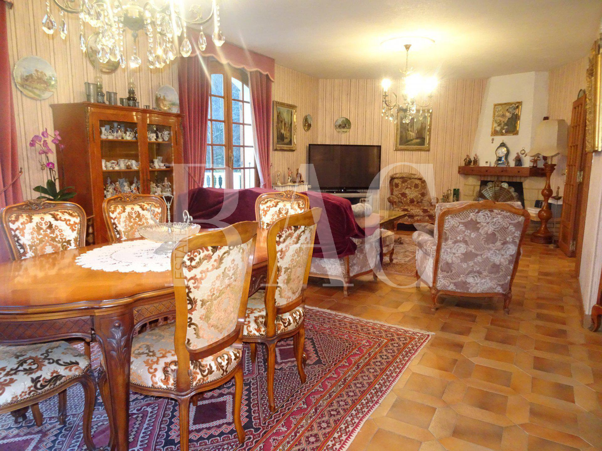 Near Grenoble, 600m² built villa with panoramic views over plain and mountains