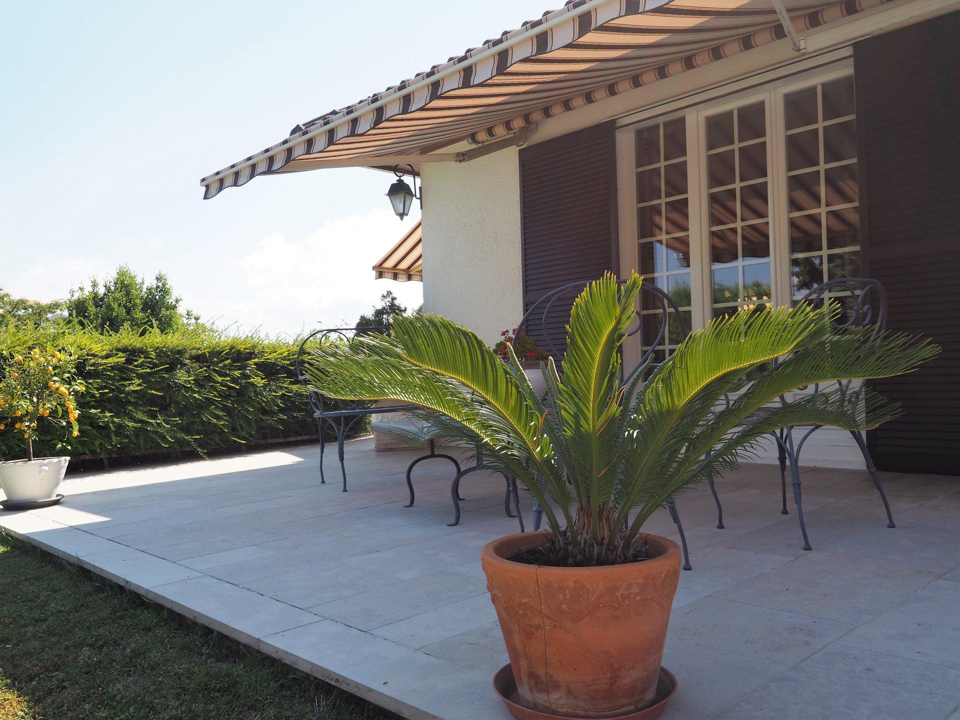 MORESTEL, Superbe Villa avec Piscine