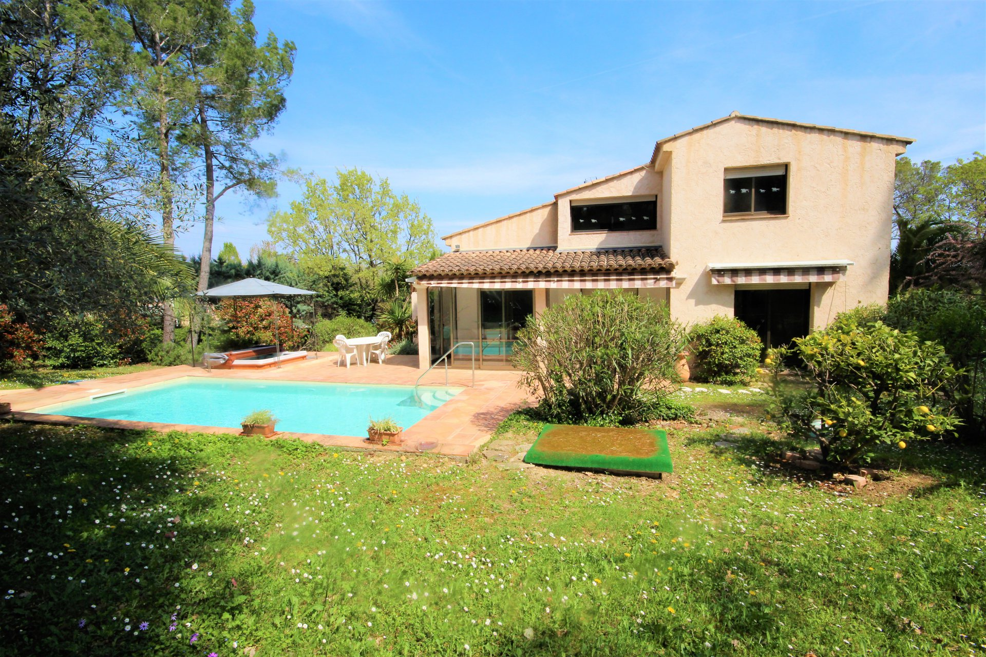 MOUGINS SALE VILLA 6 ROOMS WITH SWIMMING POOL IN ABSOLUTE CALM