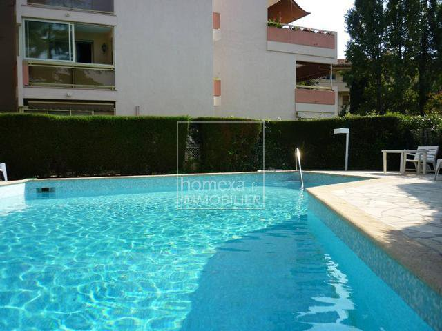 High end properties Cannes : swimming pool view