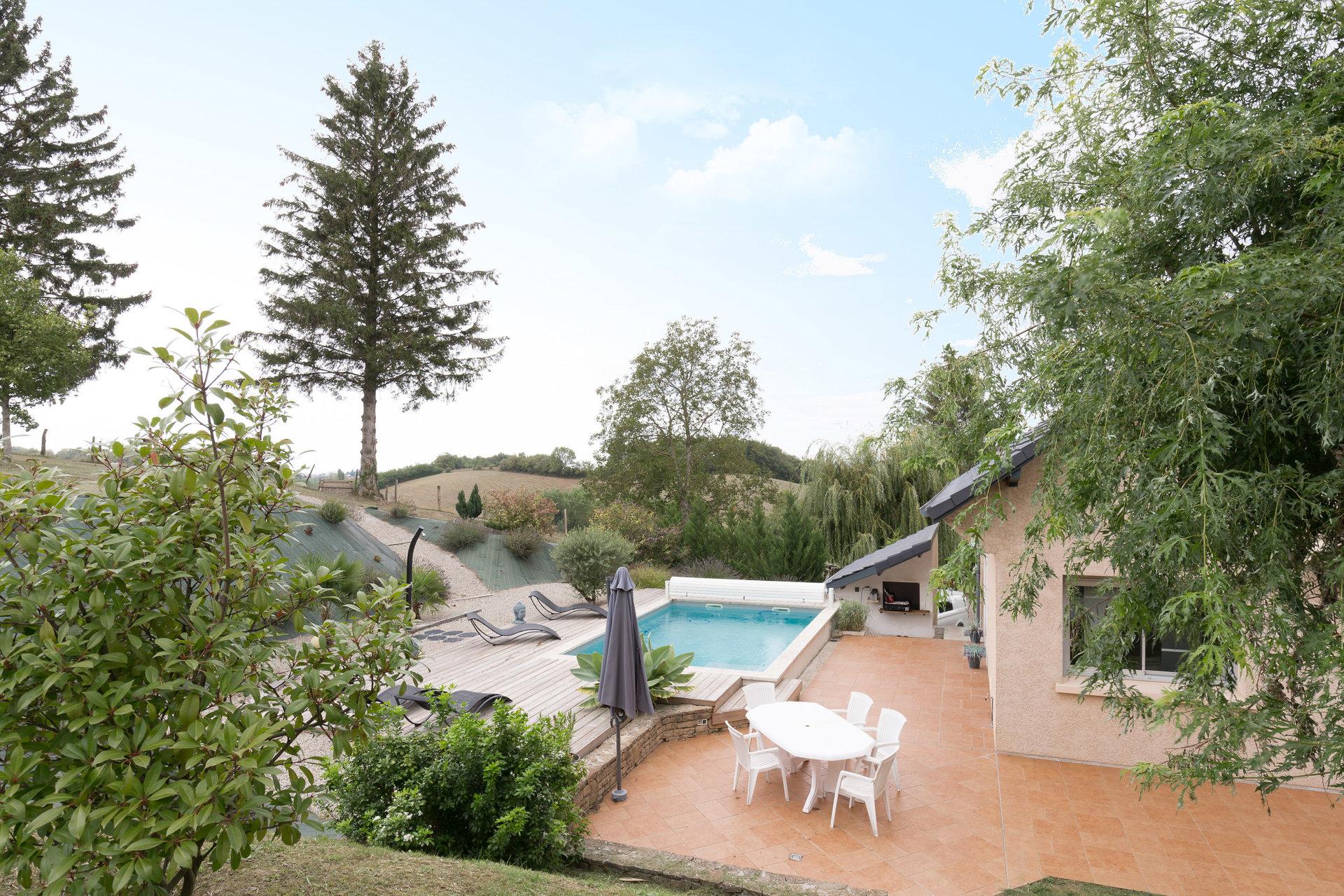 Maison de 210m² avec piscine. 25min de Lyon