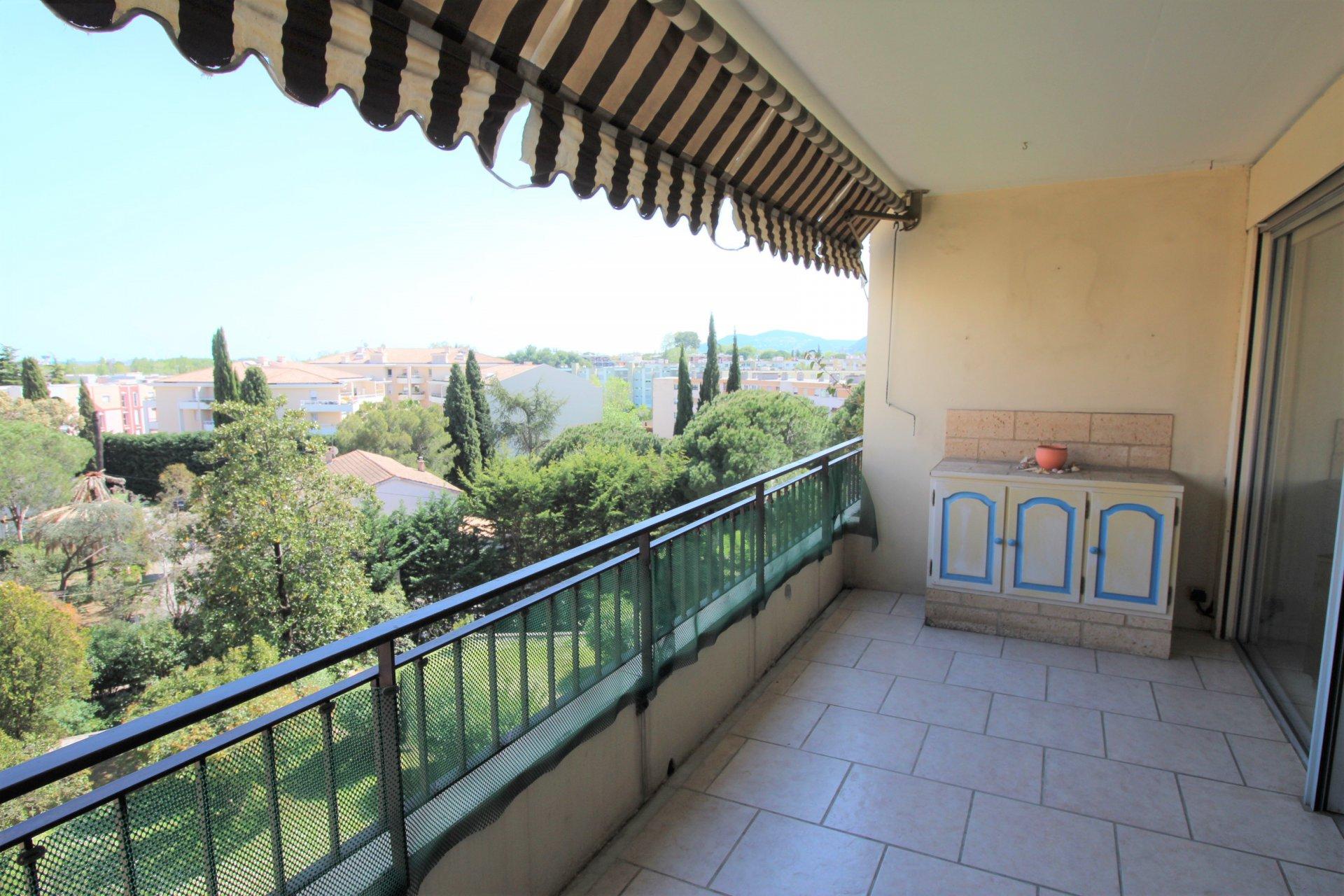 Mandelieu, Capitou, 2/3 bedrooms duplex, top floor