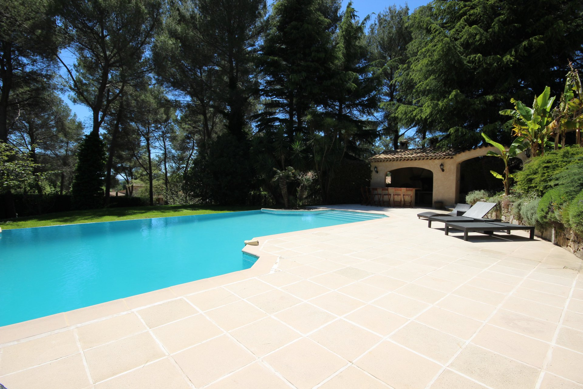 Mougins - in prestigious private domain