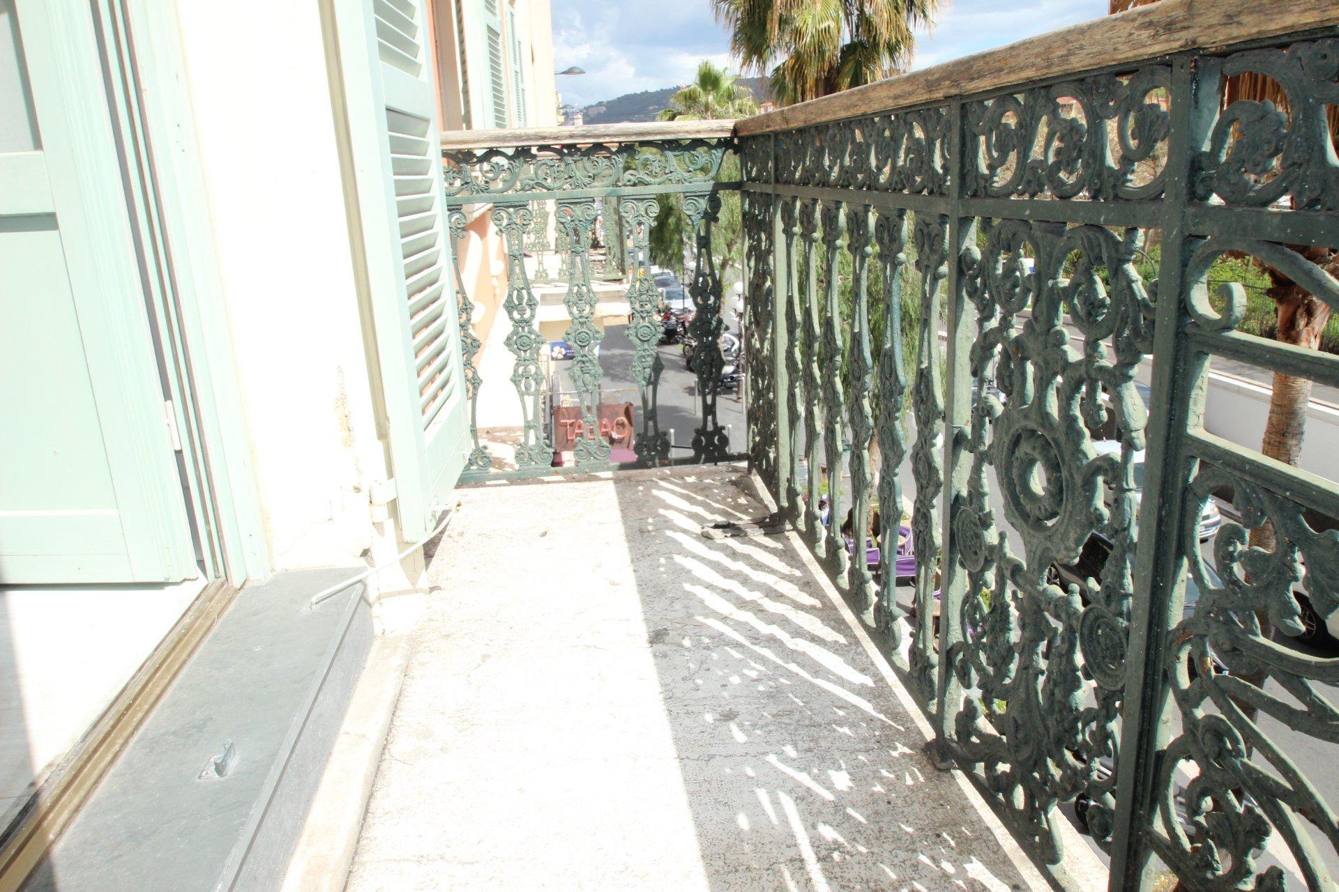 Massena square : 2/3-room with balcony