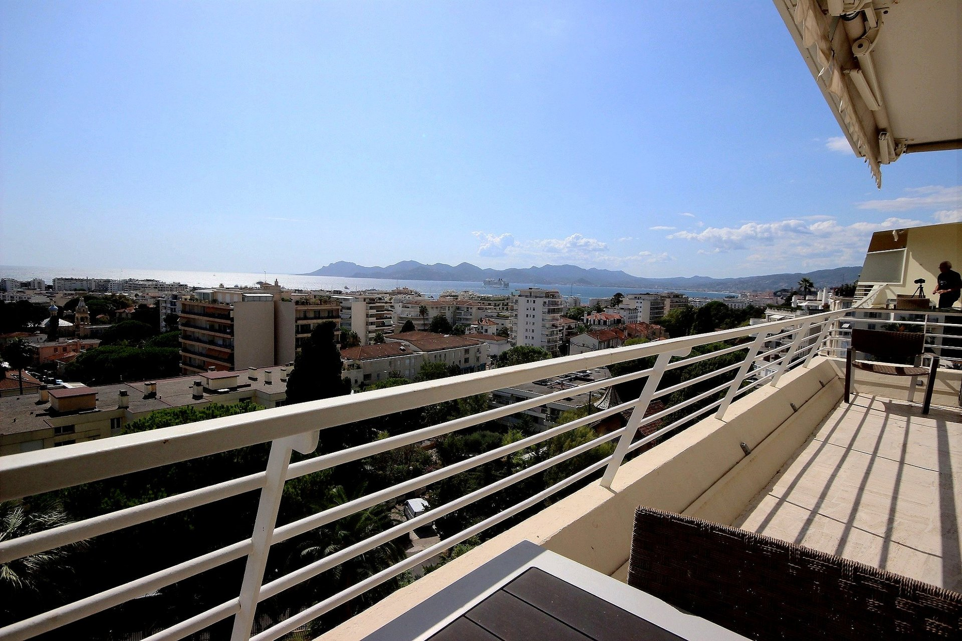 Panoramic sea view and terrace Cannes