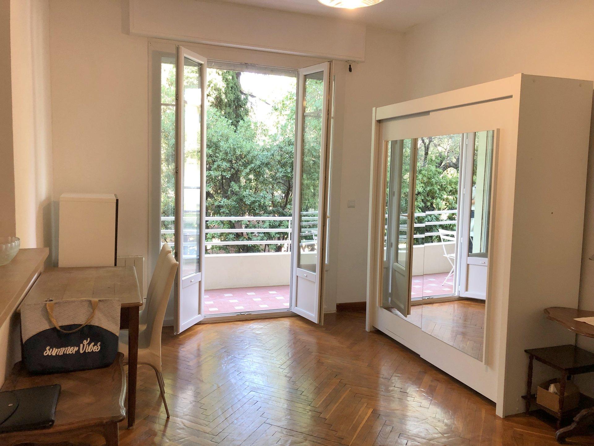 location Nice, studio meublé secteur Cimiez