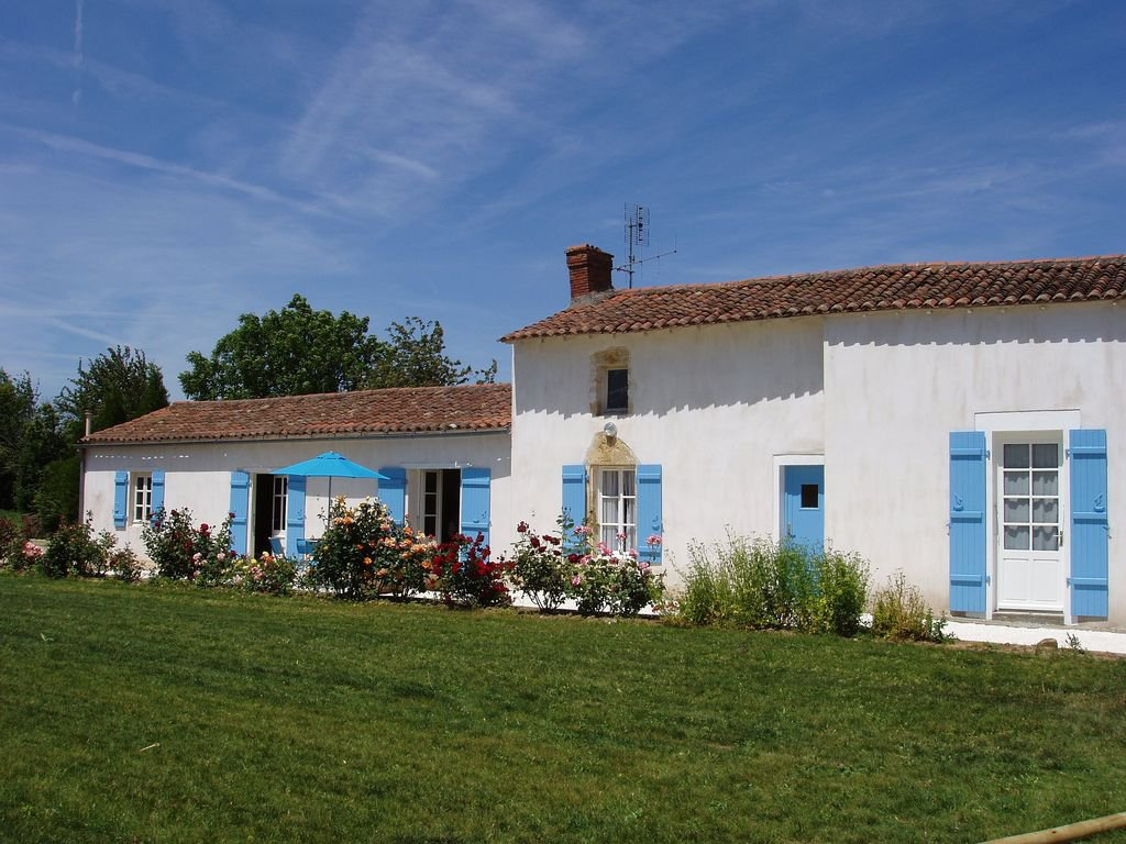 Vendée - Cottage with large garden in peaceful village
