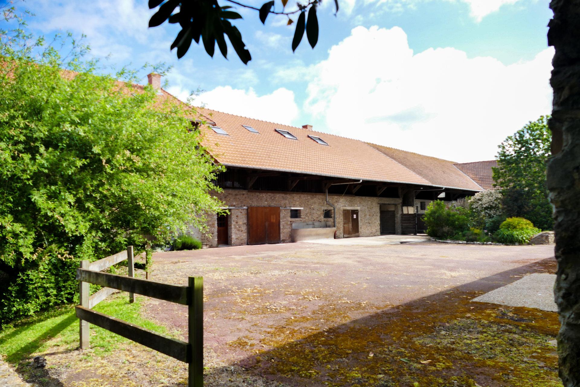 Ancienne ferme Beauceronne avec équipements équestres