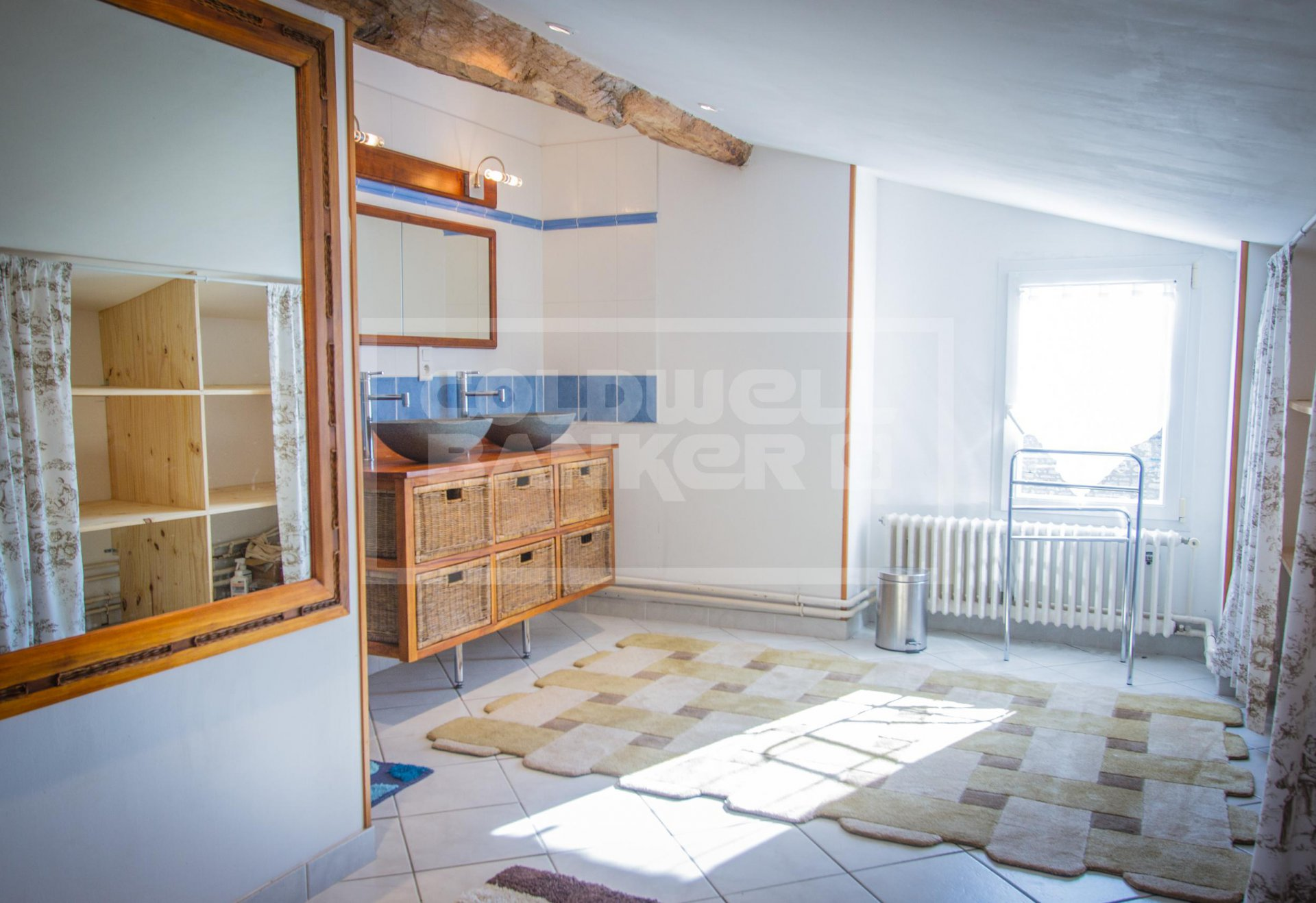 Stone House for Sale with workshop, garage and garden - Between Saintes and Ile d'Oléron